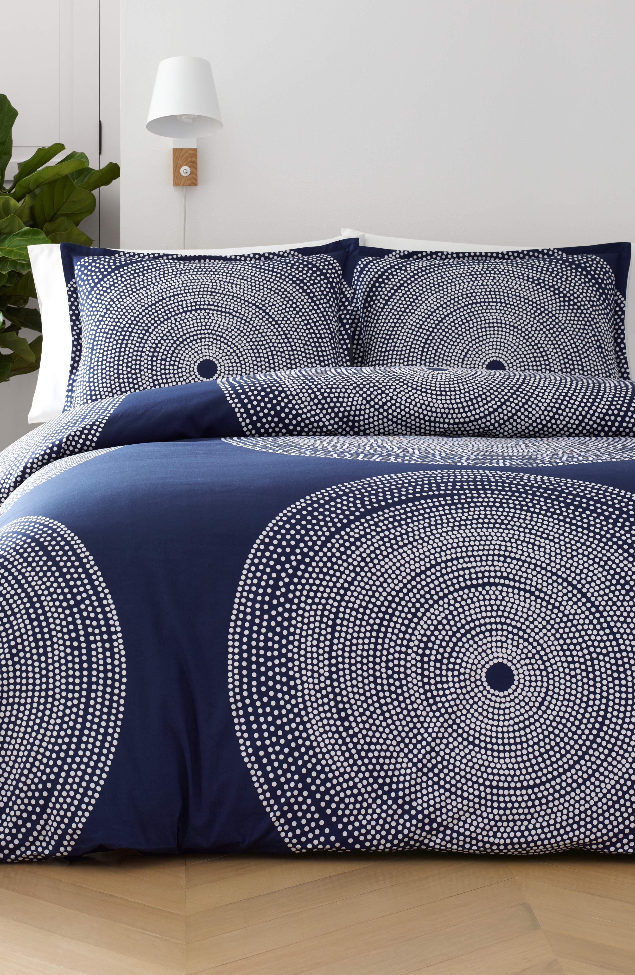 MARIMEKKO, Fokus Comforter & Sham Set, Main thumbnail 1, color, DARK BLUE