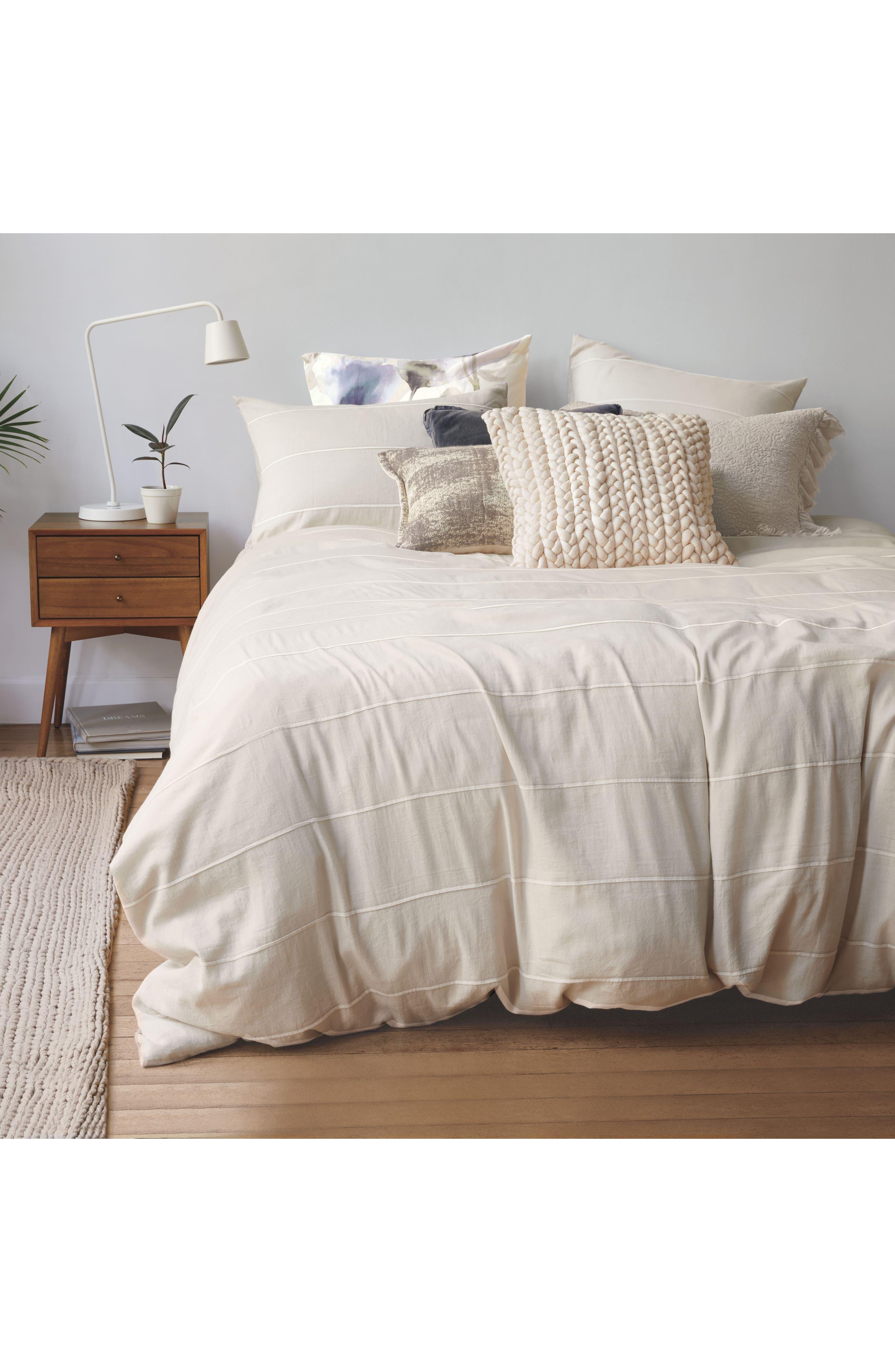 TREASURE & BOND, Stonewash Velvet Accent Pillow, Alternate thumbnail 4, color, NAVY BLUE