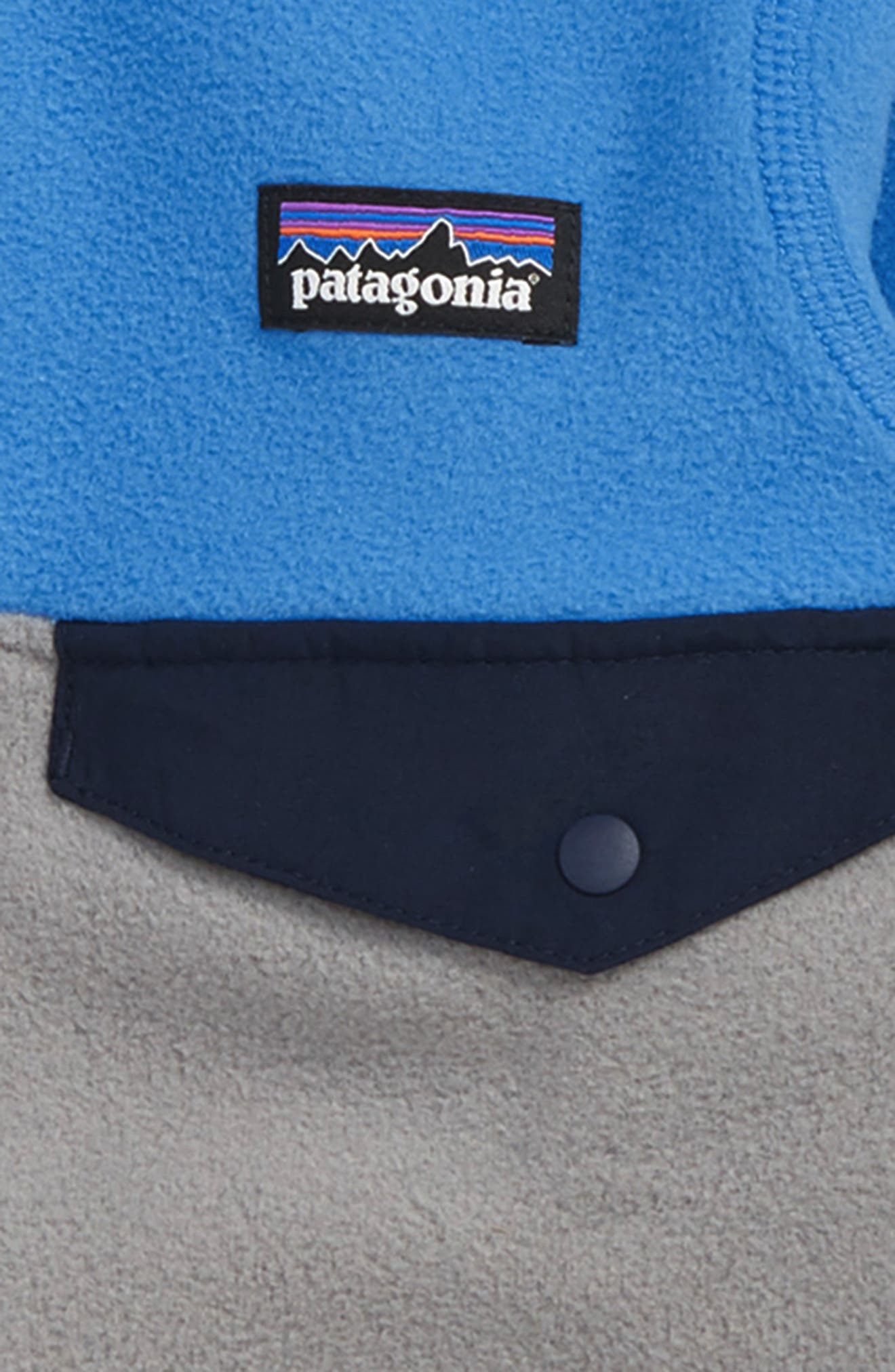 PATAGONIA, Micro D<sup>®</sup> Snap-T<sup>®</sup> Fleece Jacket, Alternate thumbnail 2, color, FEATHER GREY/ PORT BLUE