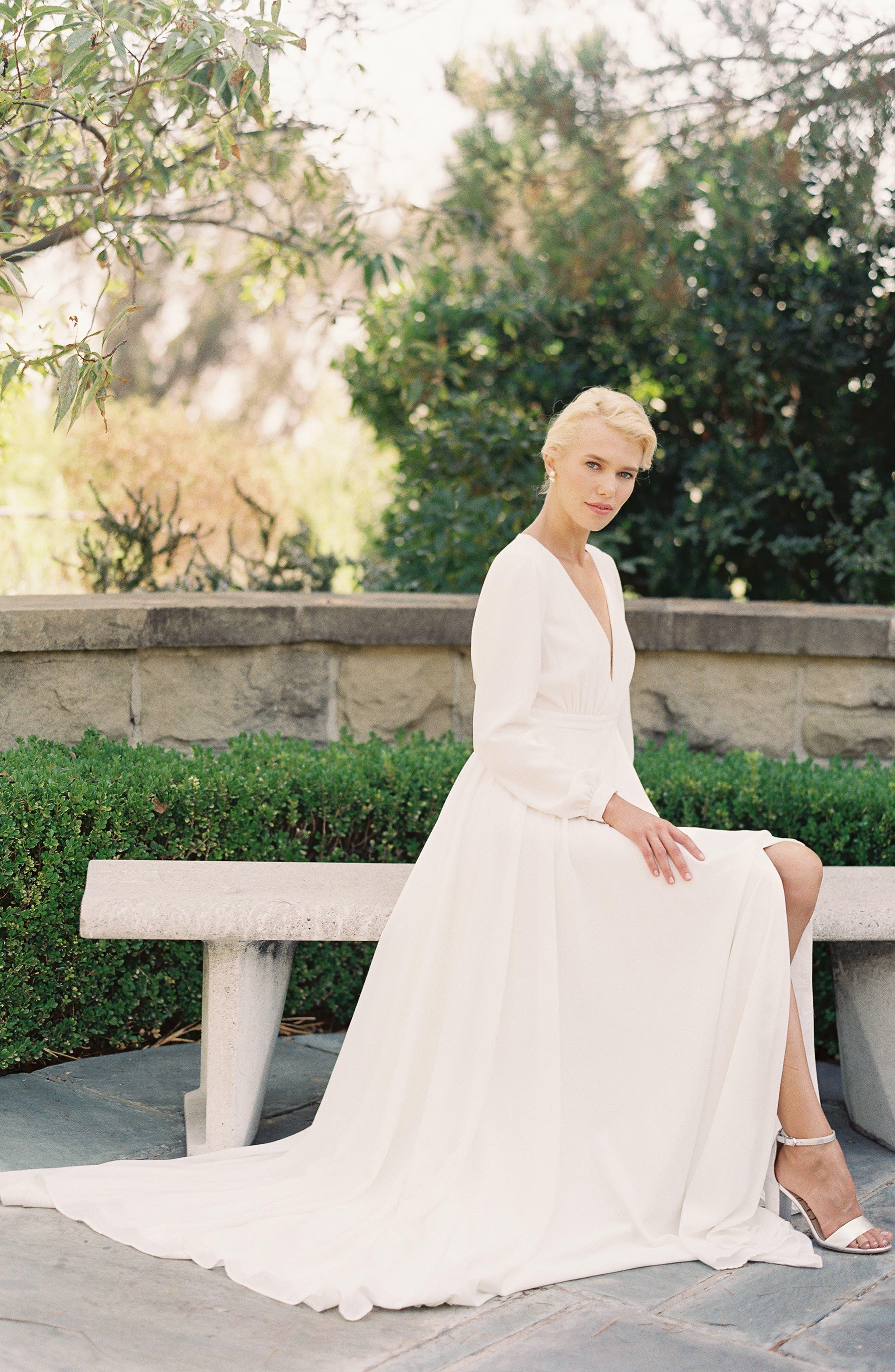 JOANNA AUGUST, Floyd V-Neck Long Sleeve Gown, Alternate thumbnail 7, color, WHITE