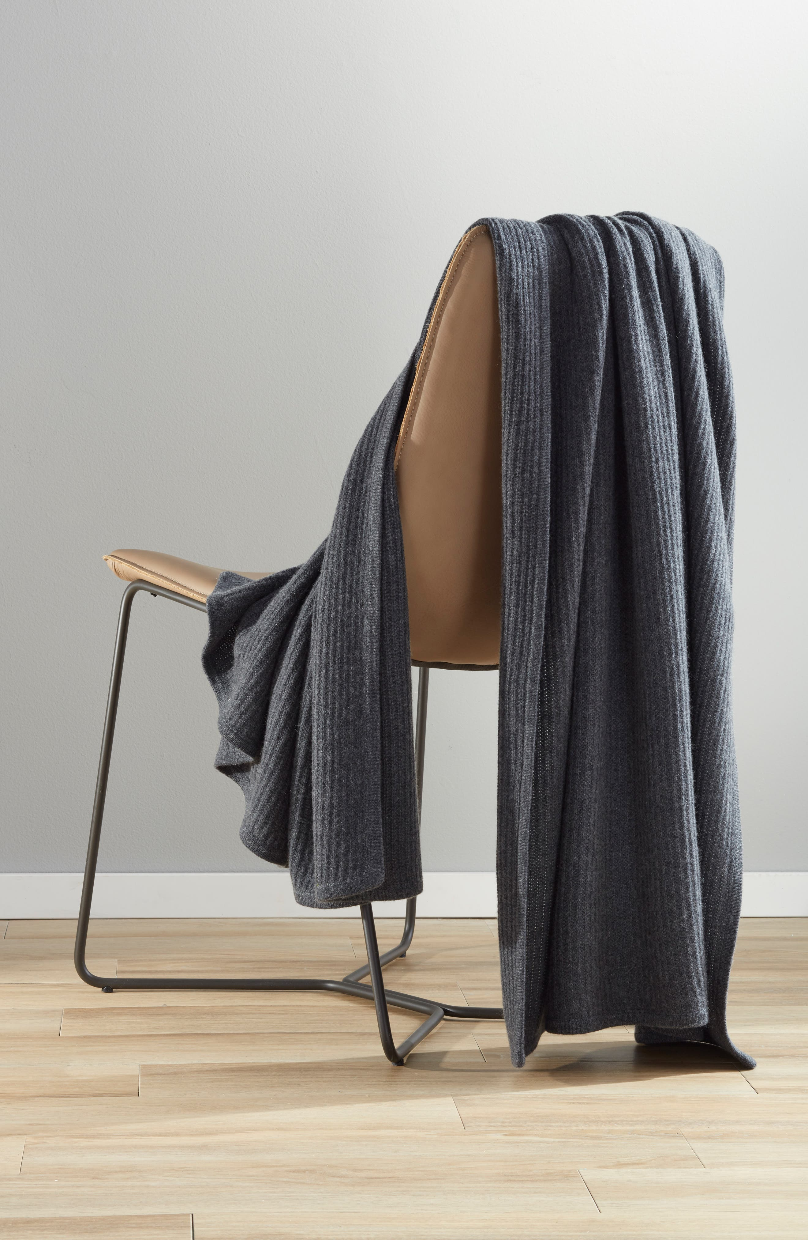 NORDSTROM SIGNATURE, Ribbed Cashmere Throw, Alternate thumbnail 3, color, CHARCOAL HEATHER