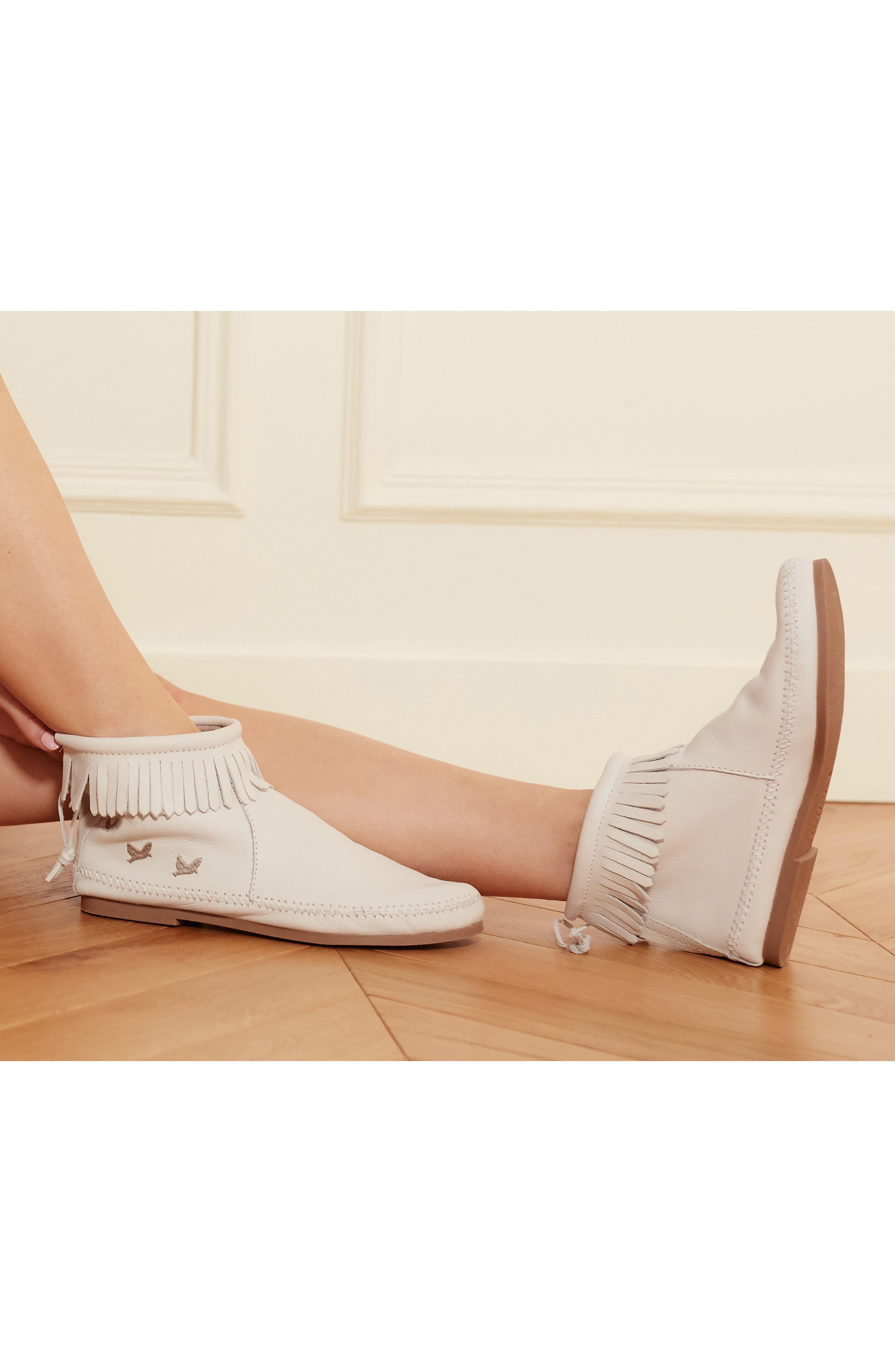 MINNETONKA, x Lottie Moss Lauryn Fringe Bootie, Alternate thumbnail 9, color, WHITE LEATHER
