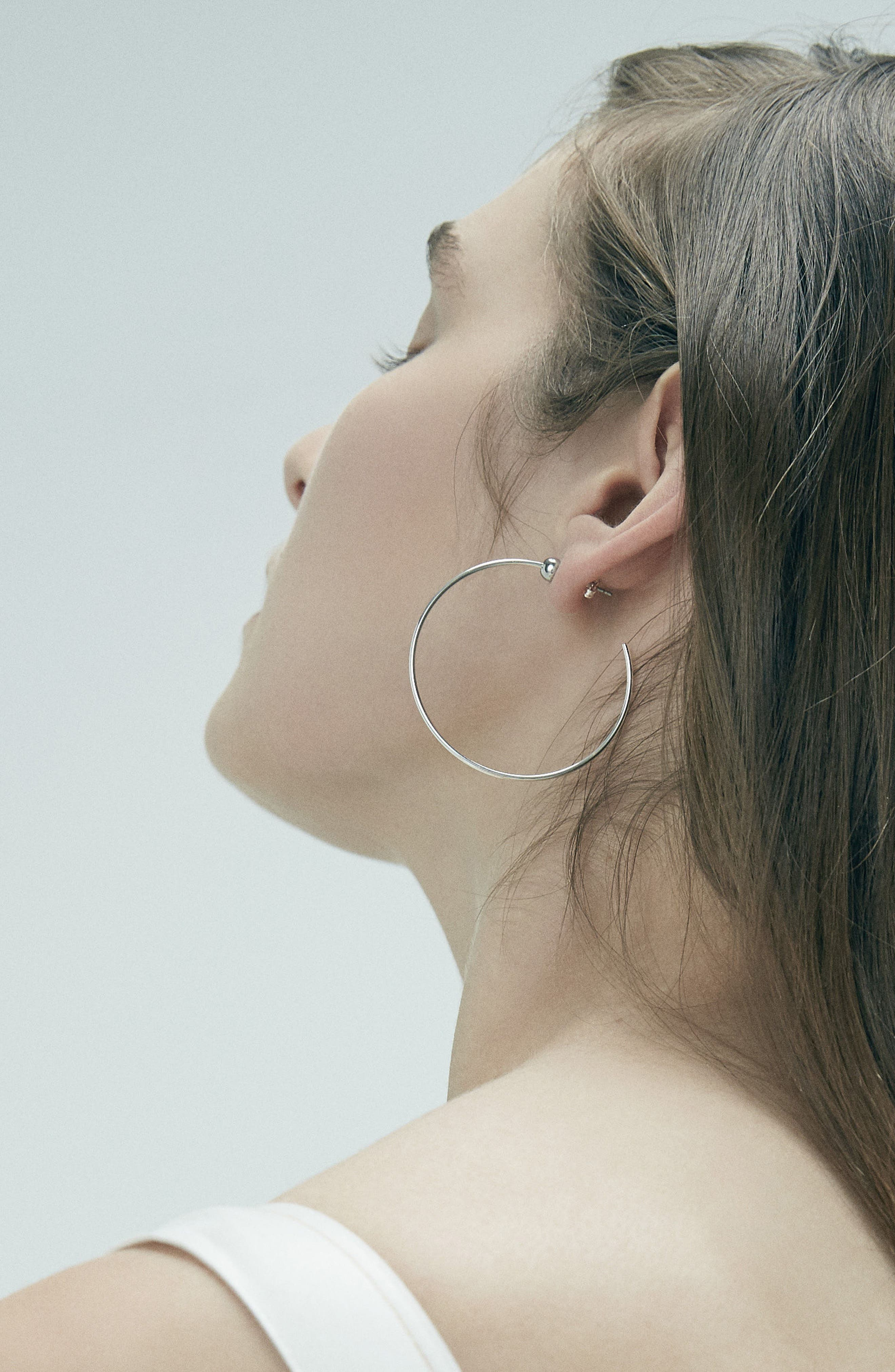 JENNY BIRD, Icon Small Hoop Earrings, Alternate thumbnail 5, color, SILVER/ GOLD