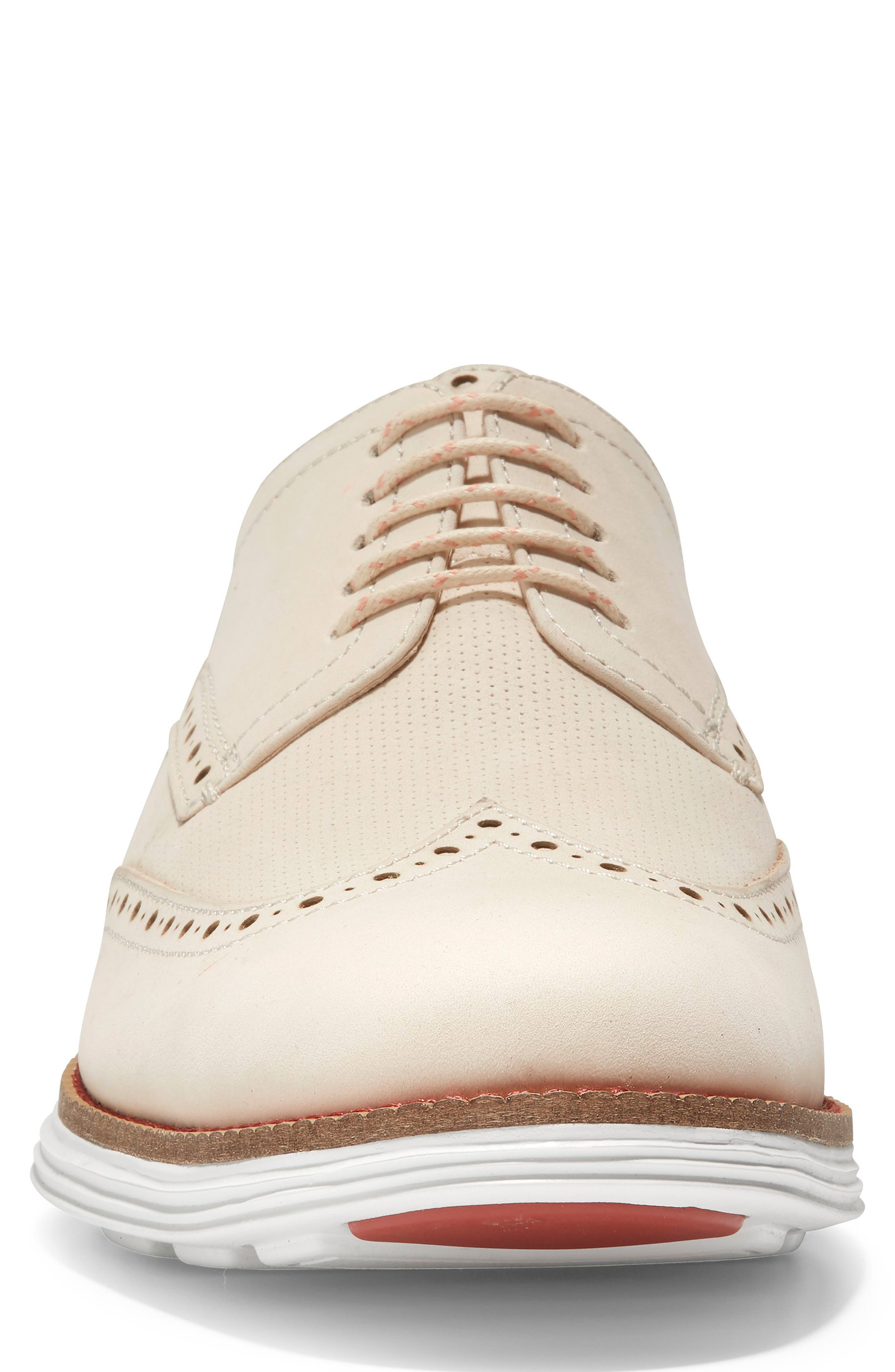 COLE HAAN, Original Grand Wingtip, Alternate thumbnail 4, color, SAND/ OPTIC WHITE NUBUCK