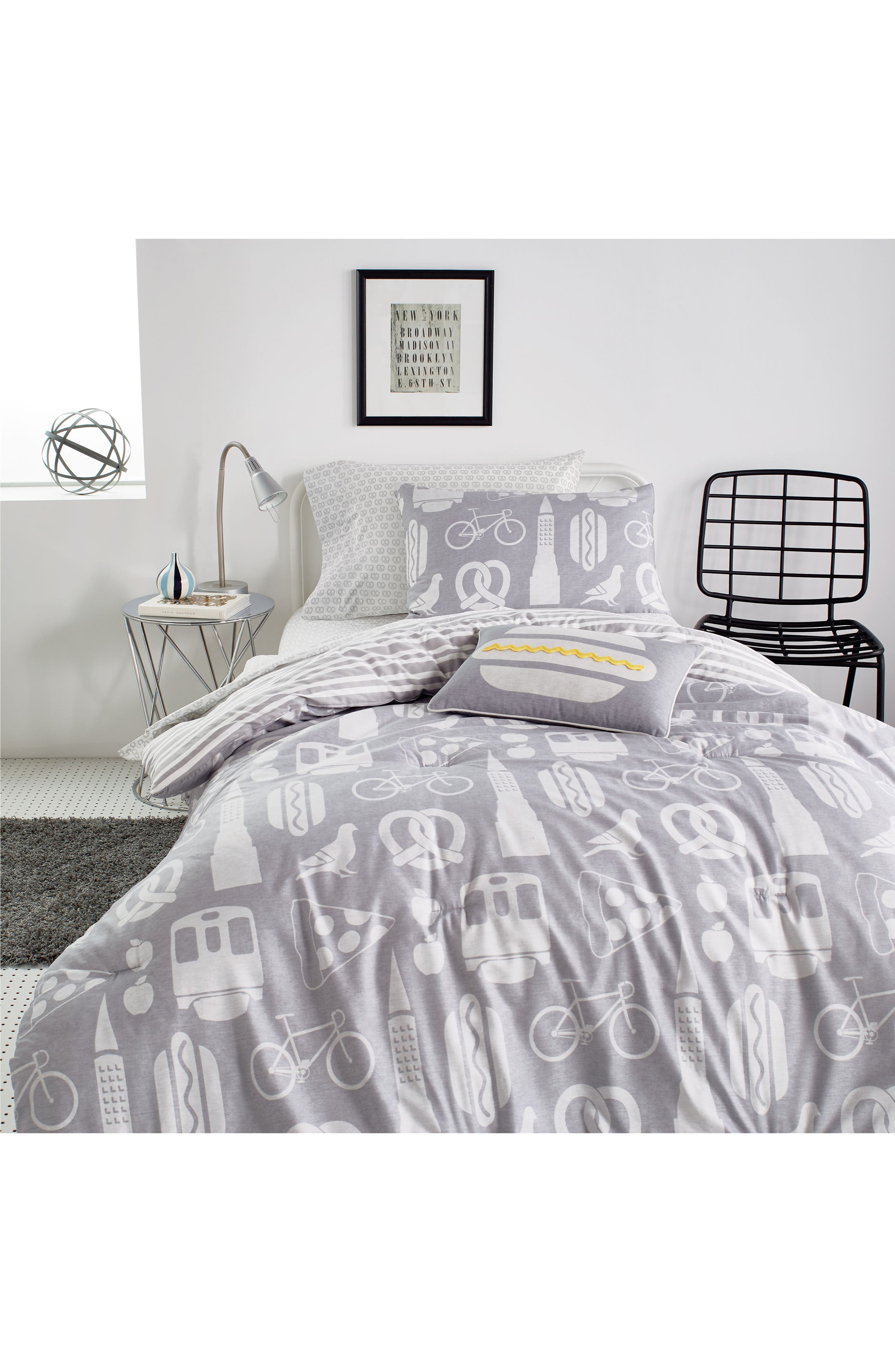 DKNY, NYC Comforter, Sham & Accent Pillow Set, Main thumbnail 1, color, GREY