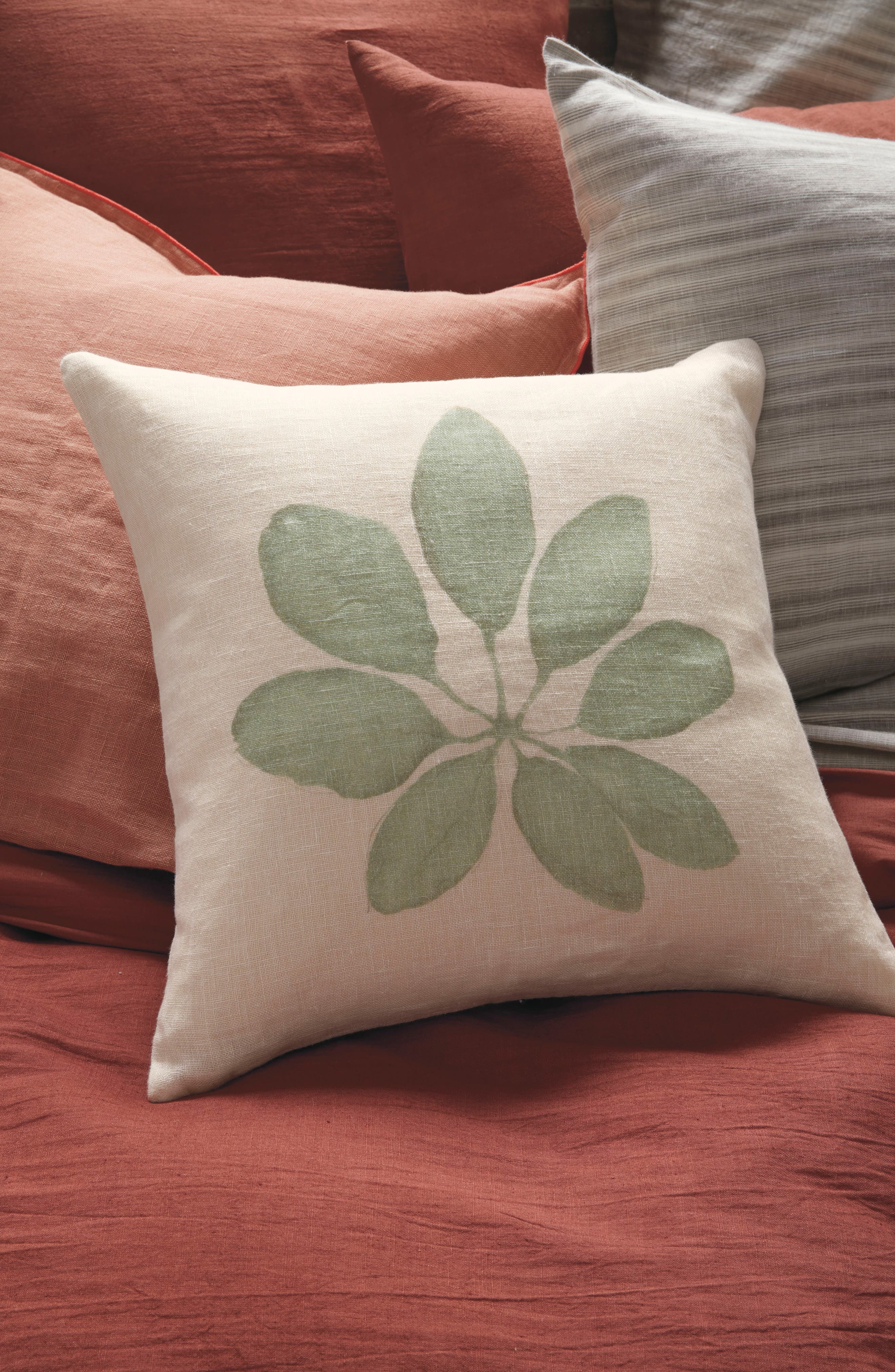 TREASURE & BOND, Leaf Accent Pillow, Alternate thumbnail 4, color, GREEN SHORE MULTI