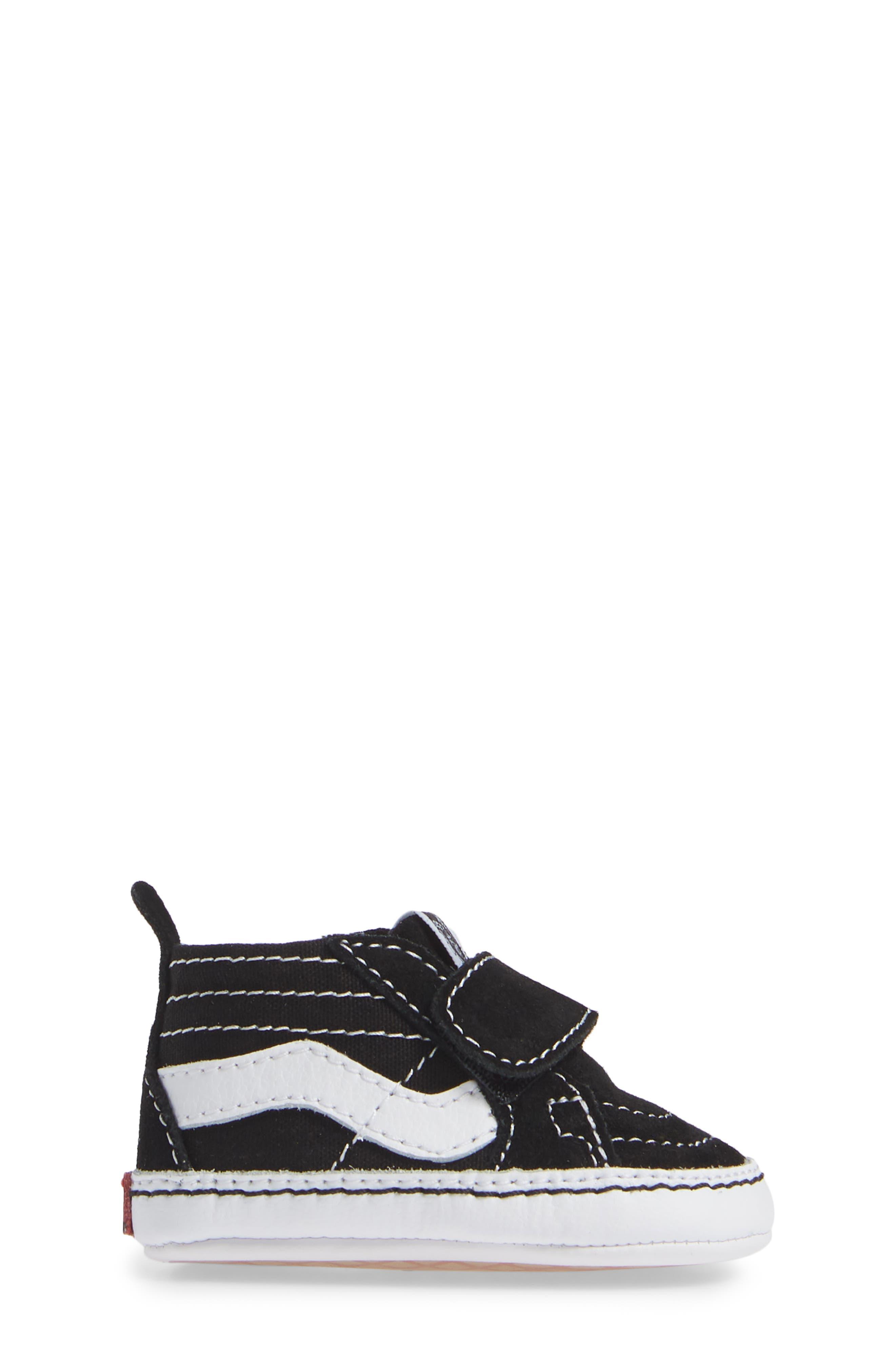 VANS, 'SK8-Hi' Crib Sneaker, Alternate thumbnail 3, color, BLACK/TRUE WHITE