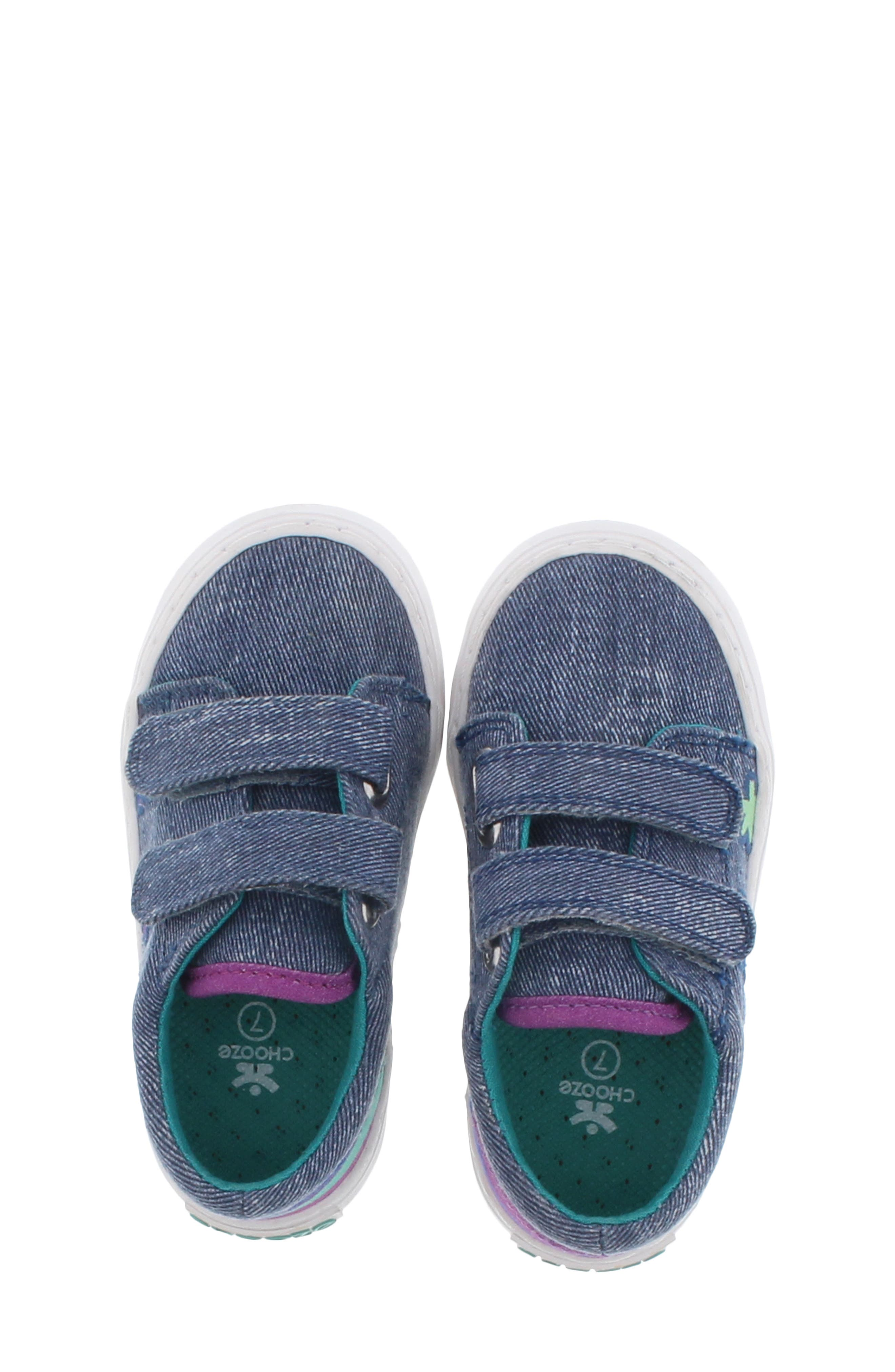 CHOOZE, Move Flower Appliqué Sneaker, Alternate thumbnail 4, color, DENIM