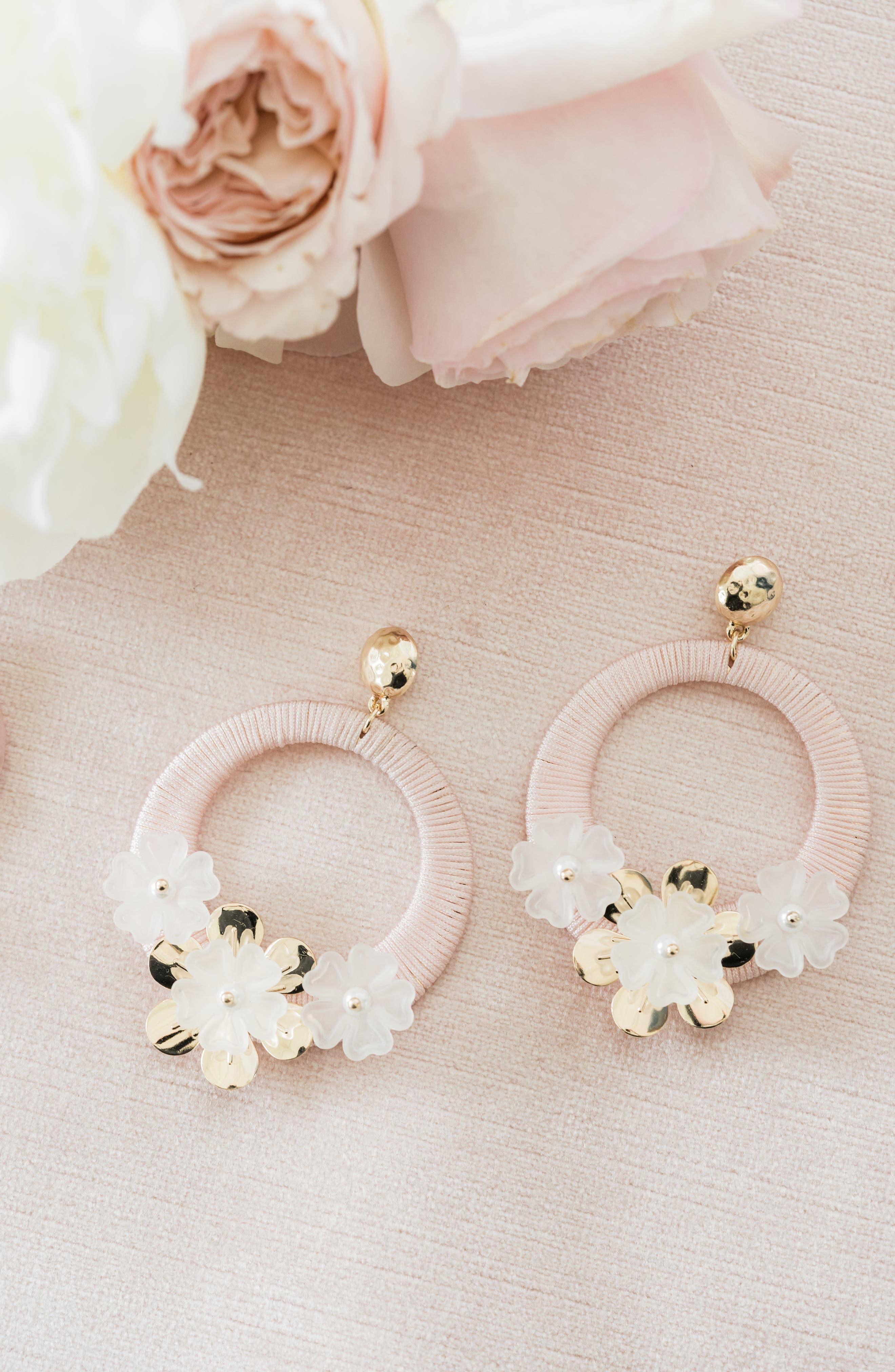 RACHEL PARCELL, Flower Hoop Drop Earrings, Alternate thumbnail 4, color, PINK PEARL- GOLD