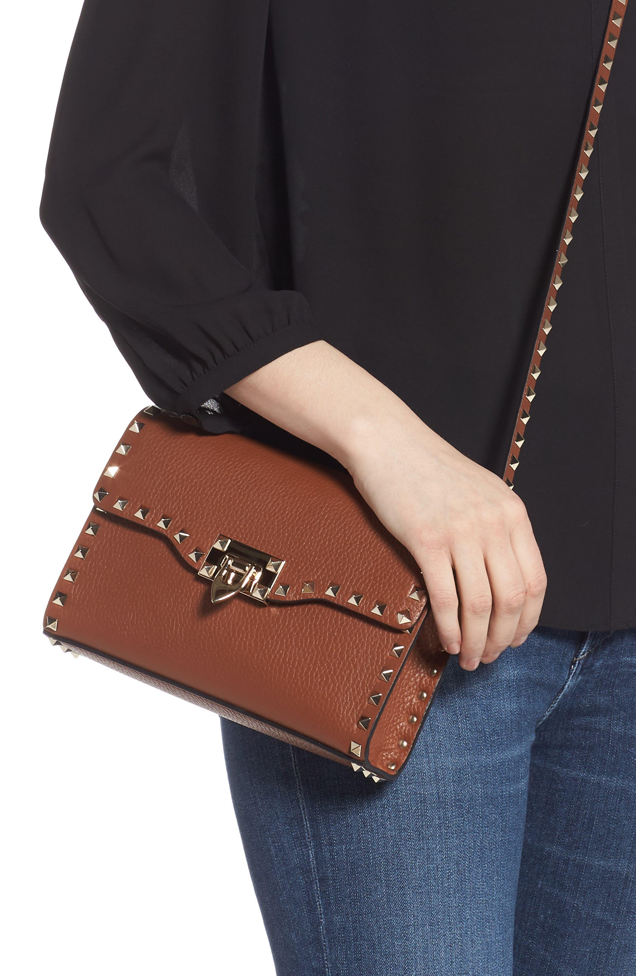 VALENTINO GARAVANI, Medium Rockstud Leather Crossbody Bag, Alternate thumbnail 2, color, BRIGHT COGNAC