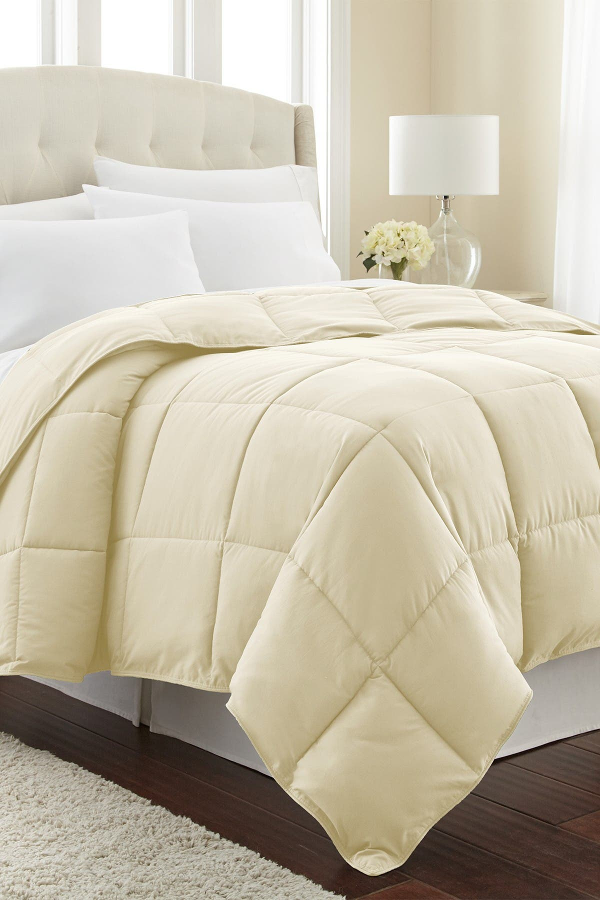 Image of SOUTHSHORE FINE LINENS Full/Queen Southshore Fine Linens Vilano Springs  Down Alternate Weight Comforter - Off White