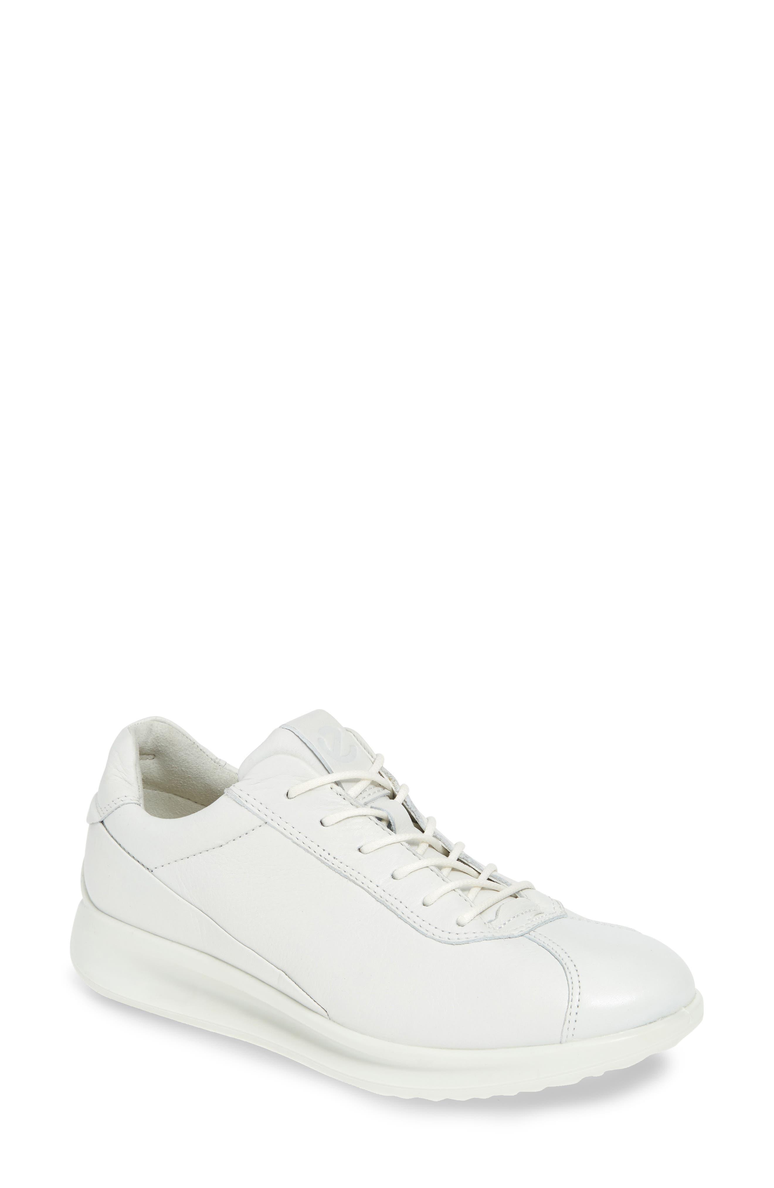Ecco Aquet Lace-Up Sneaker