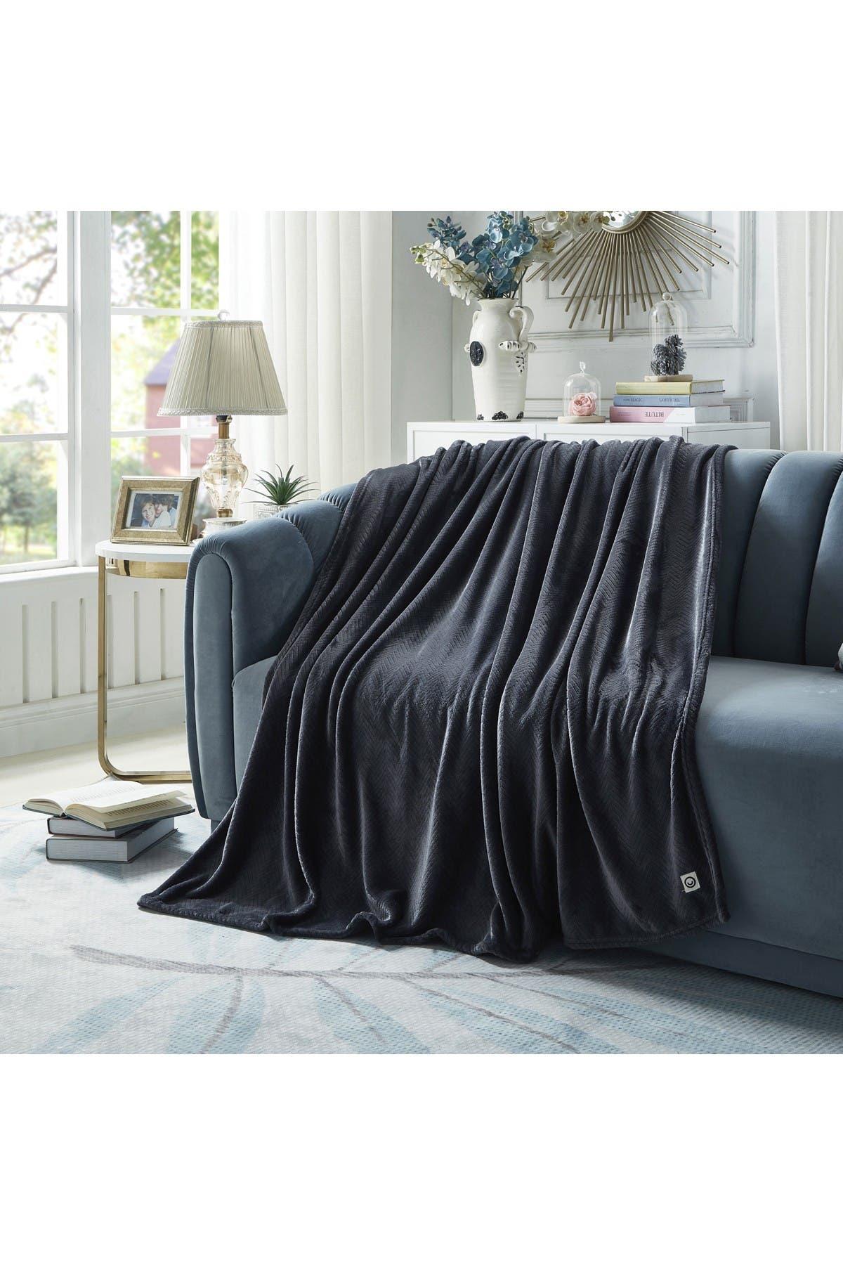 "Image of Inspired Home Cozy Tyme Siyanda Chevron Flannel Reversible Jacquard Throw 60"" x 70"" - Dark Grey"
