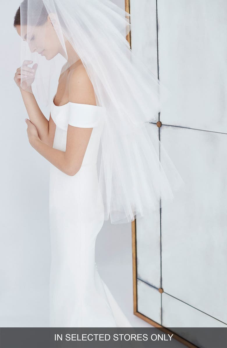 CAROLINA HERRERA Gwen Tiered Fingertip Veil, Main, color, 900