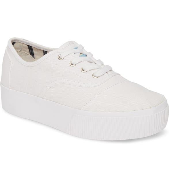 Toms Cordones Boardwalk Sneaker In White Canvas