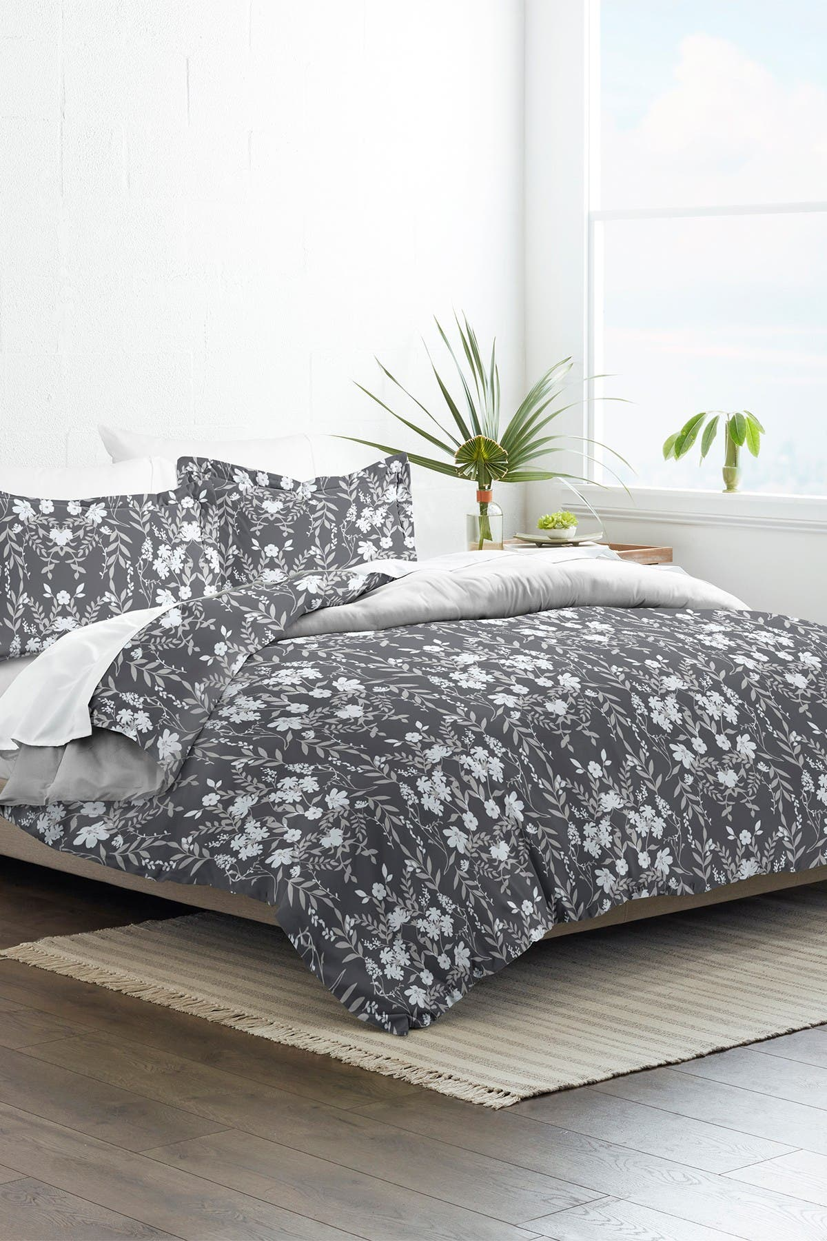 Image of IENJOY HOME Home Collection Premium Ultra Soft Secret Garden Pattern 3-Piece Twin/Twin Extra Long Reversible Duvet Cover Set - Black