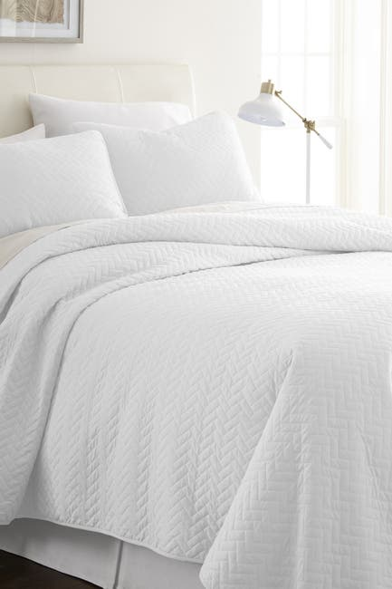 Image of IENJOY HOME Home Spun Premium Ultra Soft Herring Pattern Quilted Full/Queen Coverlet Set - White