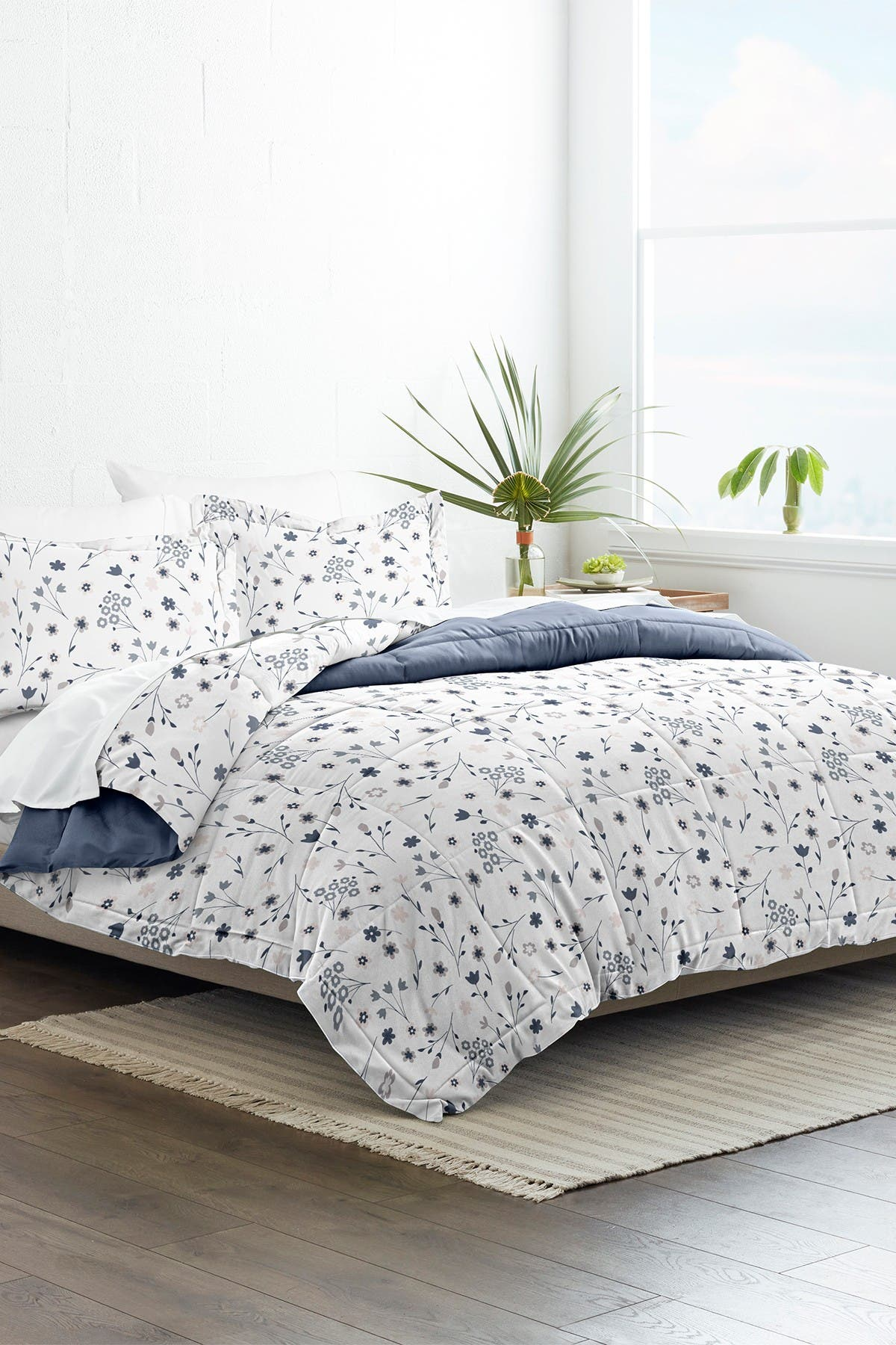 Image of IENJOY HOME Home Collection Premium Down Alternative Forget Me Not Reversible Full/Queen Comforter 3-Piece Set - Navy