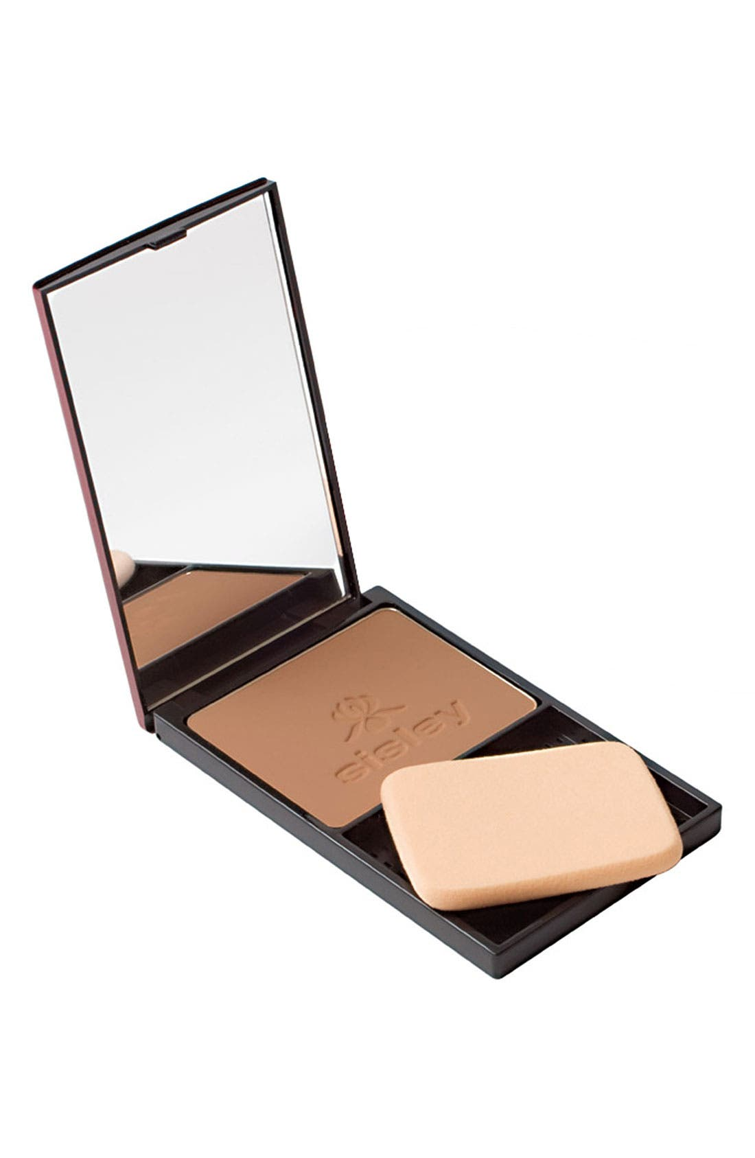 What it is: A powder compact foundation that smoothes and perfects your complexion, giving it an even, natural and matte finish. Who it\\\'s for: All skin types. What it does: Its silky, airy powder texture blends with your skin, creating a long-lasting, velvety, second-skin effect for a complexion that is flawless and smooth. The powder is also extremely adherent for optimal staying power and it applies easily, allowing for adjustable coverage.