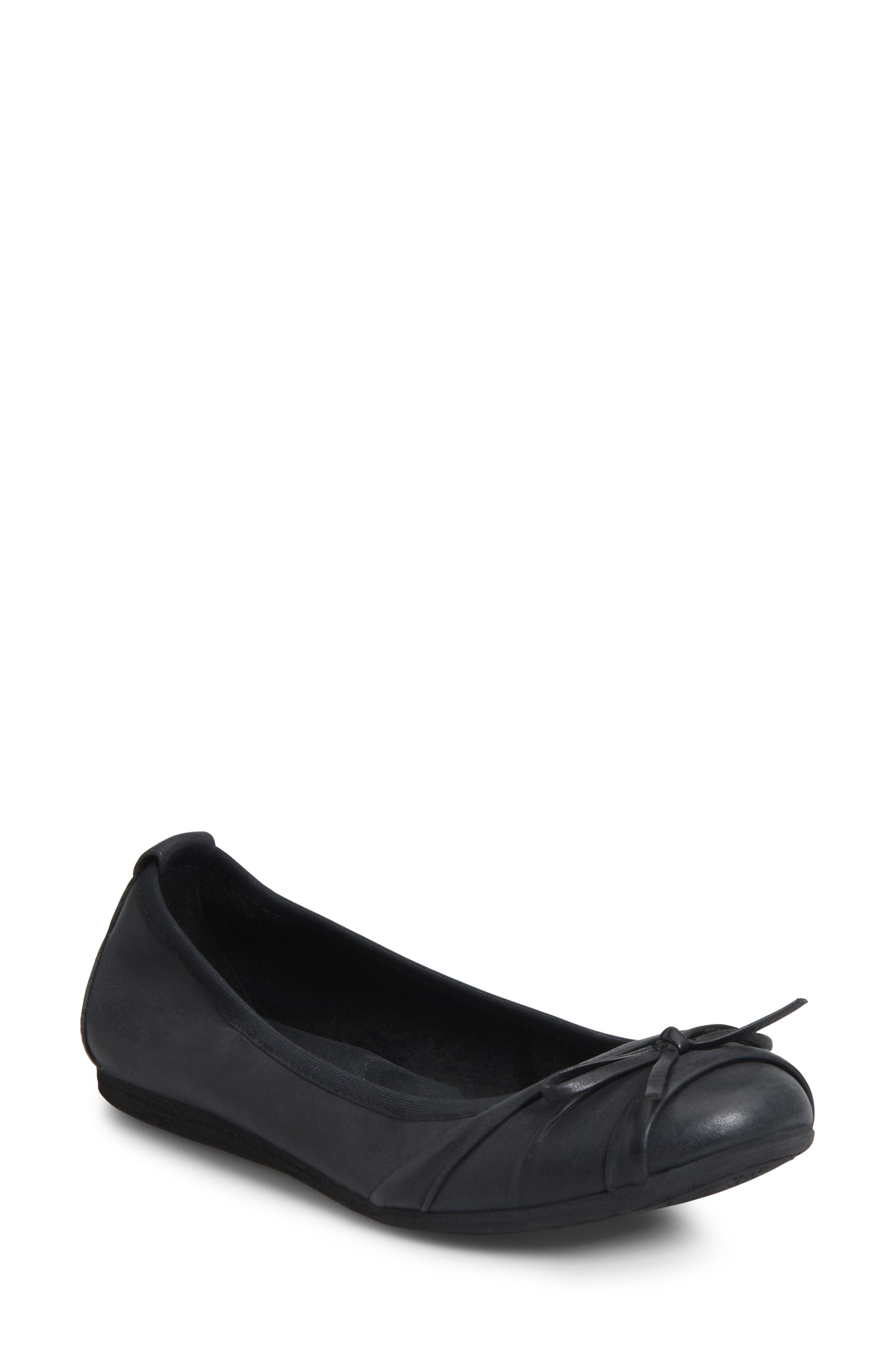 B?rn Chelan Ballet Flat, Black