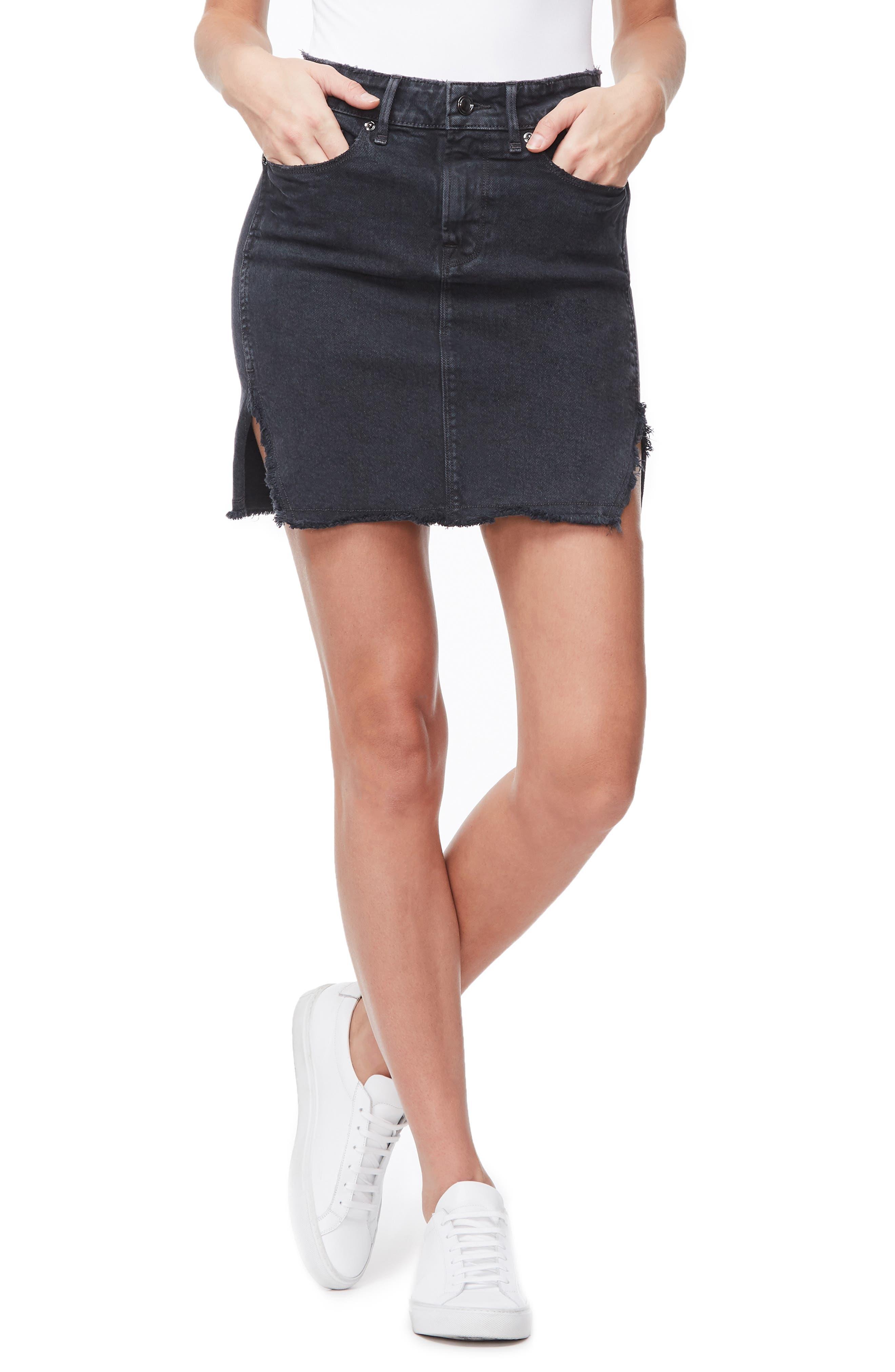 Image of Good American The Bombshell Frayed Denim Miniskirt