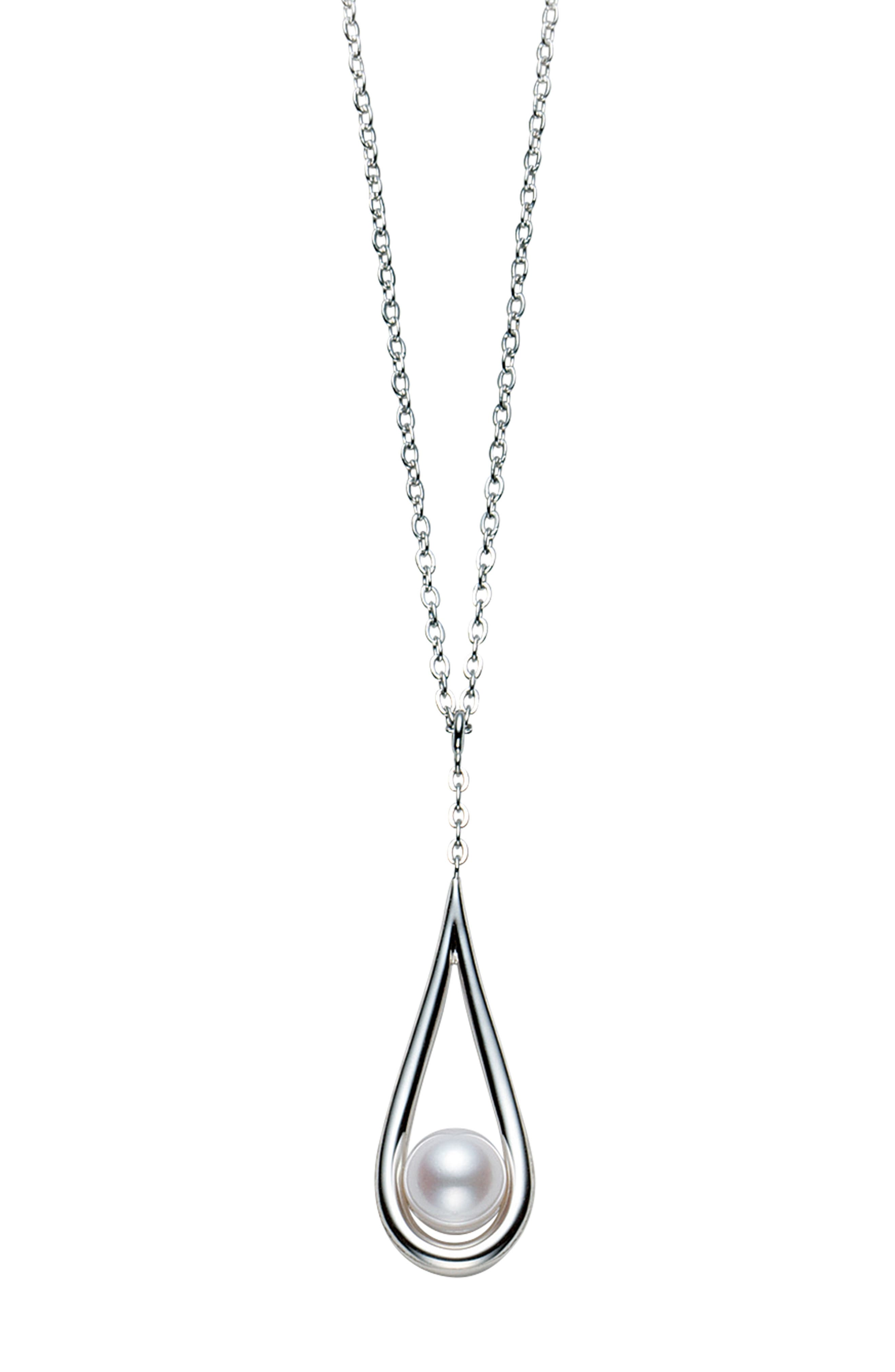 Classic Cultured Pearl Pendant Necklace