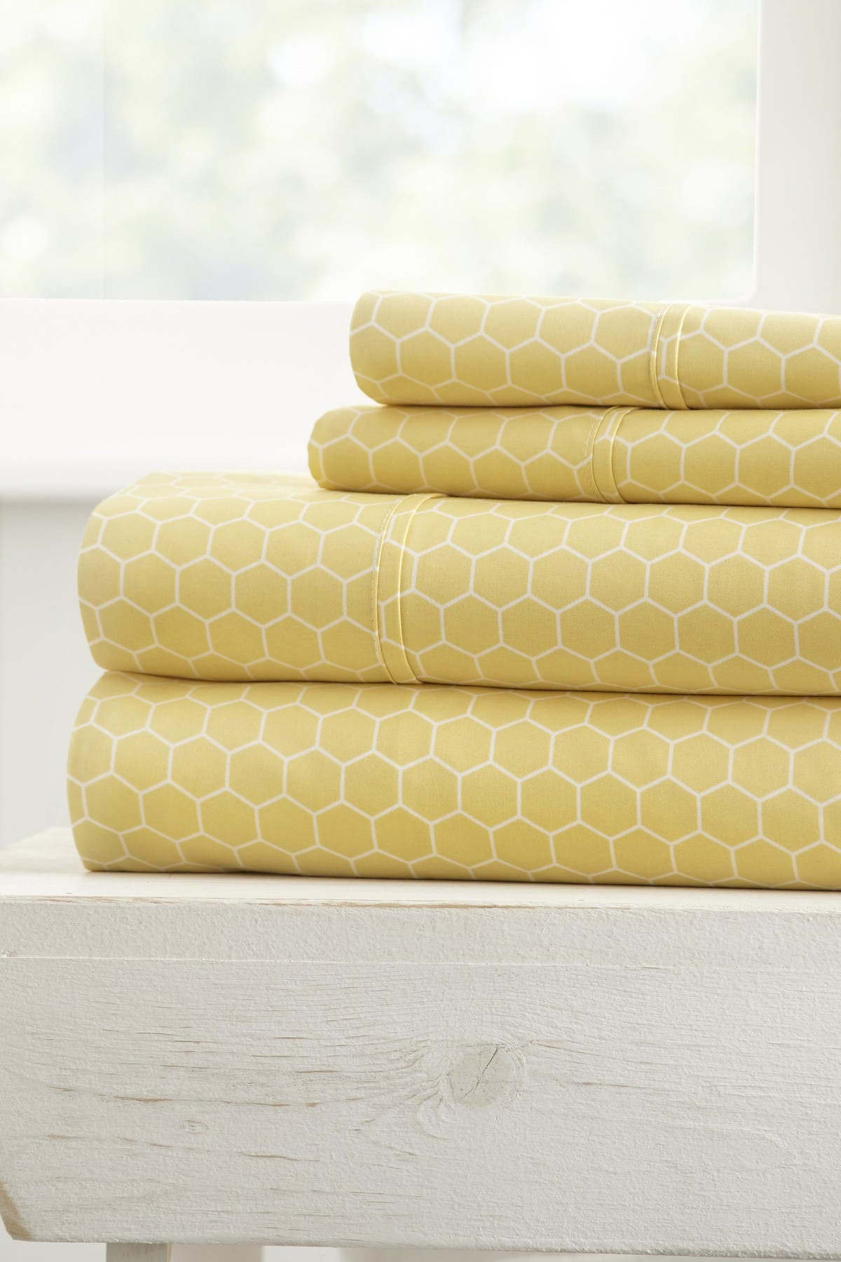 Image of IENJOY HOME The Home Spun Ultra Soft Honeycomb Pattern 4-Piece Queen Bed Sheet Set - Yellow