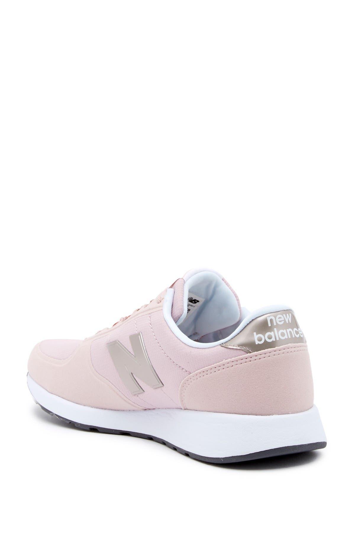 220 V1 Sneaker