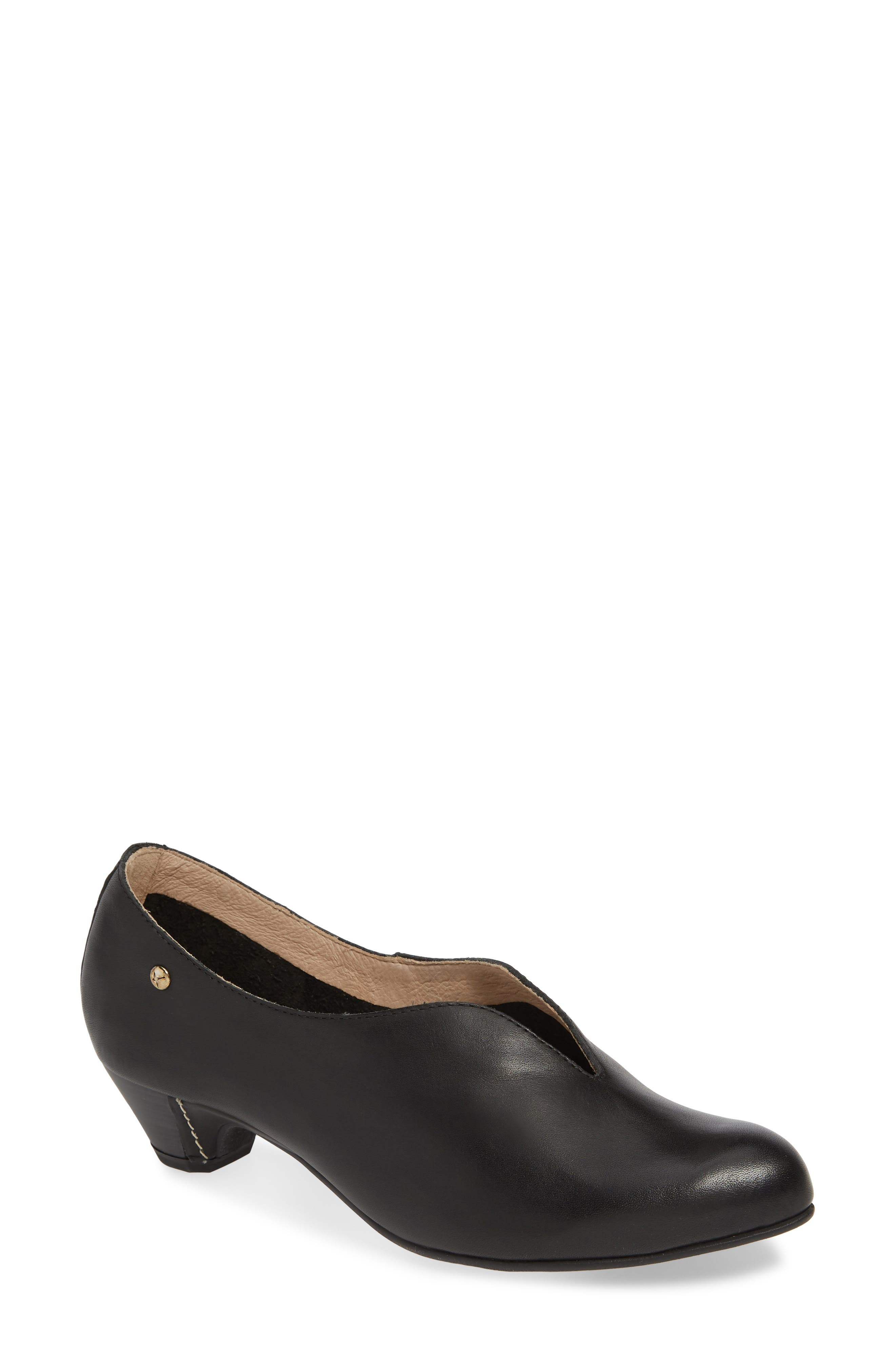 Pikolinos Elba Notched Pump, Black