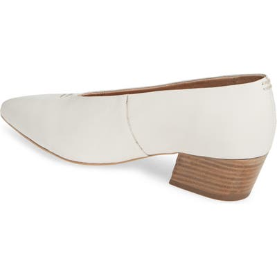 Seychelles Compelling Pointed Toe Pump- White