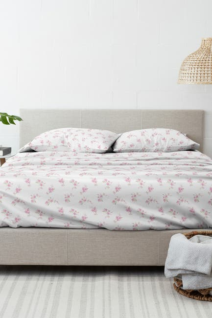Image of IENJOY HOME Home Collection Premium Rose Bunch 4-Piece Queen Flannel Bed Sheet Set - Pink