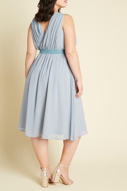 Image of MODCLOTH Pleated Midi Dress