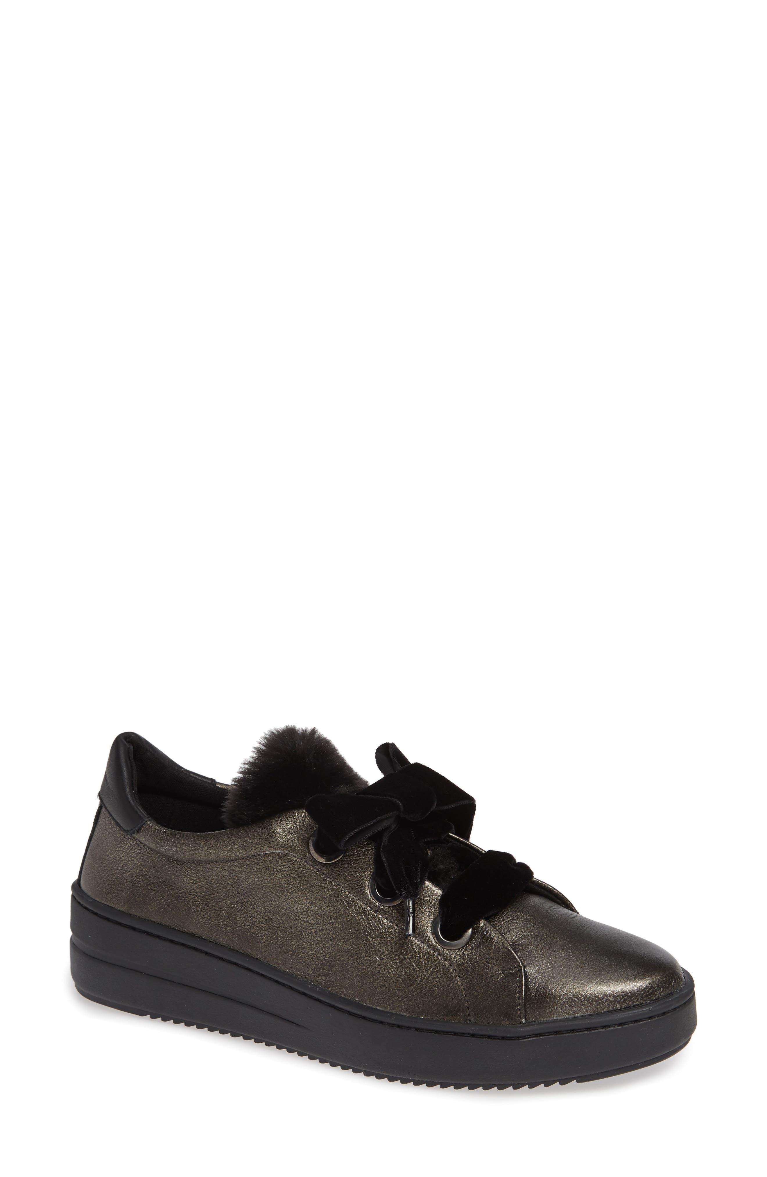 The Flexx Groove Faux-Shearling Trim Sneaker- Grey
