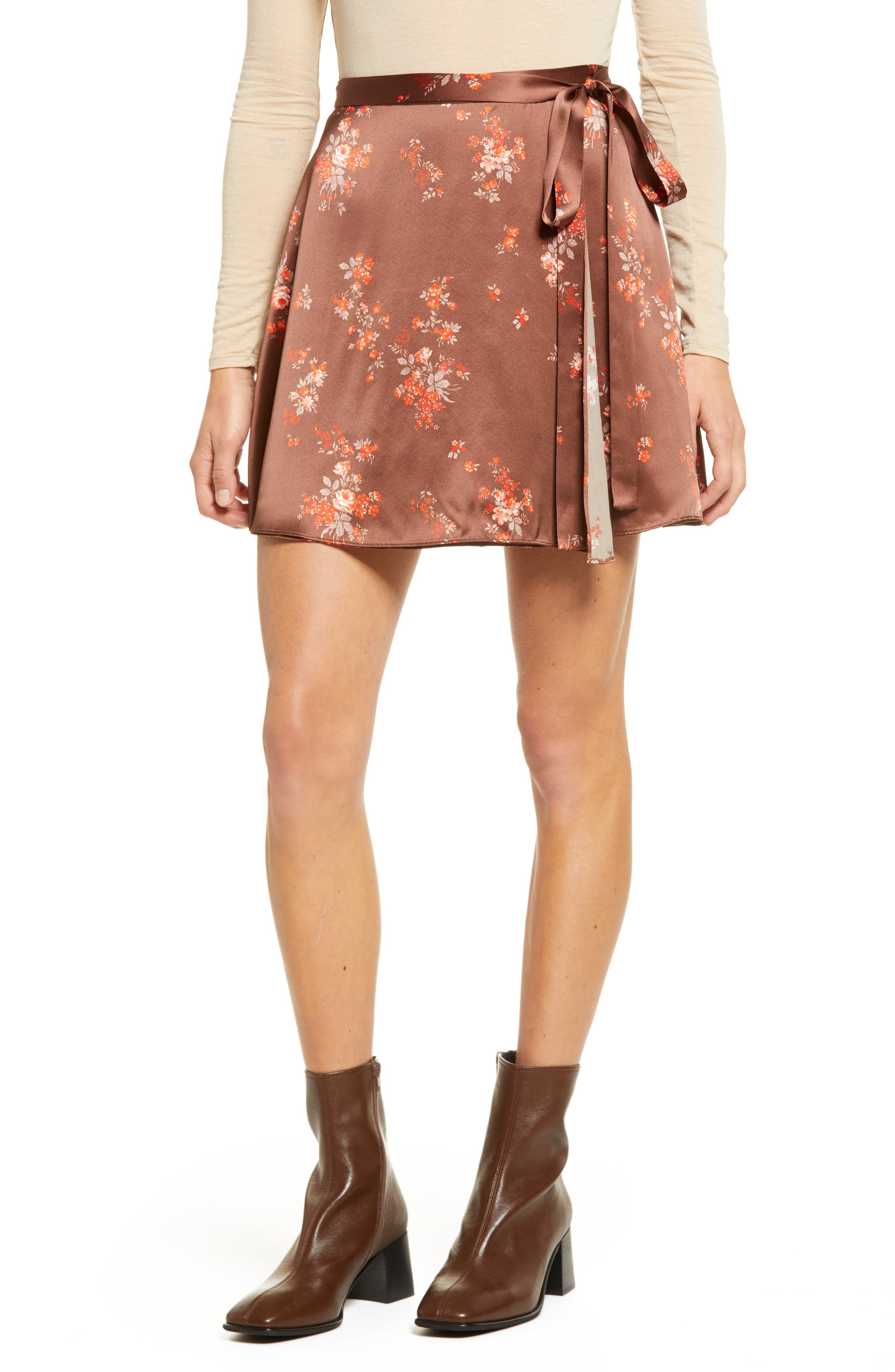 Flirty and floral, this delightful miniskirt is cut from pure silk and provides a feminine touch to your OOTD. Style Name: Reformation Simi Silk Miniskirt. Style Number: 6141234. Available in stores.