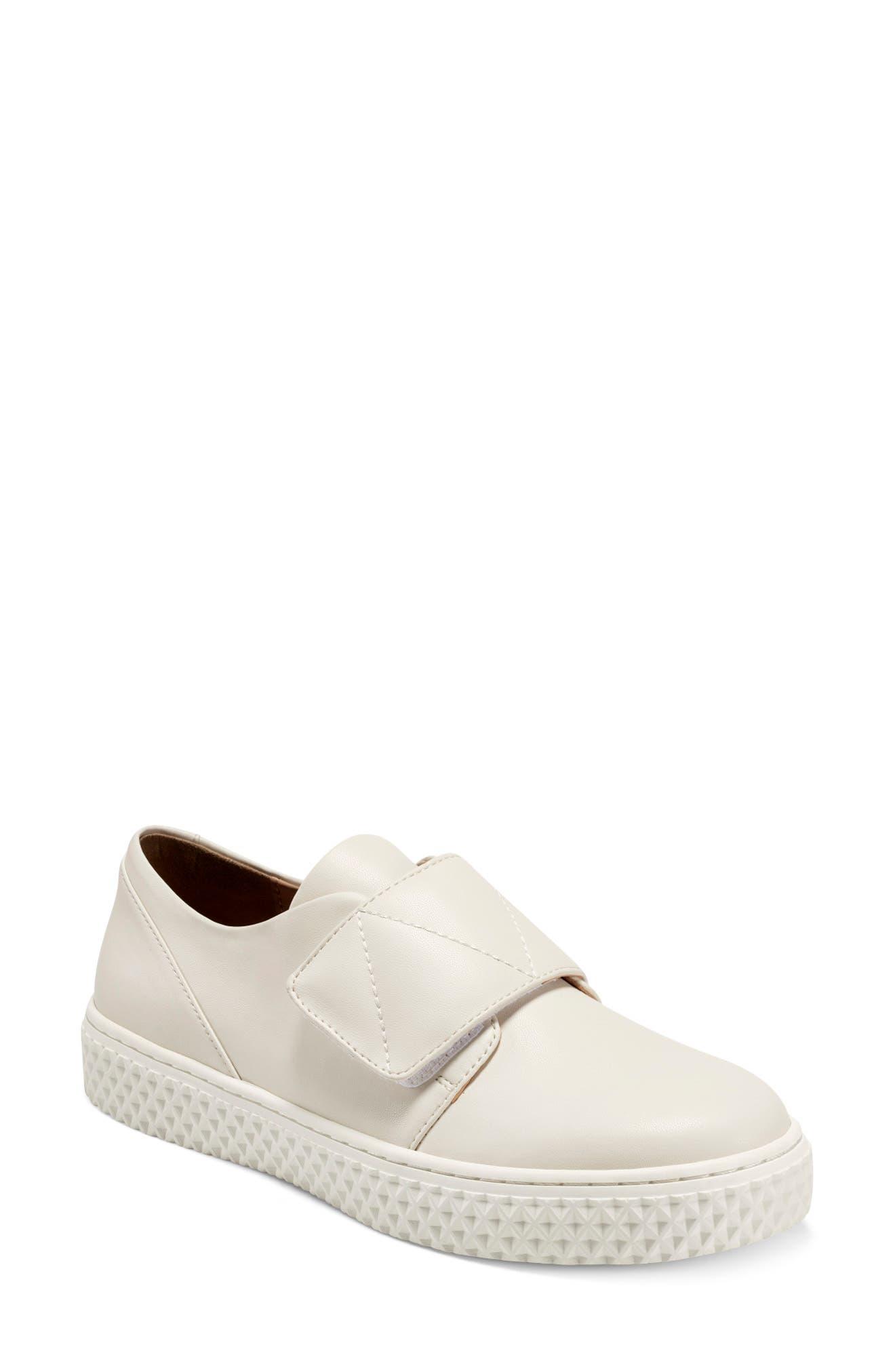 Ebbie Sneaker