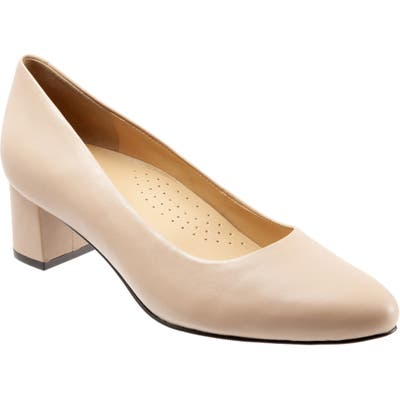 Trotters Kari Pointy Toe Pump