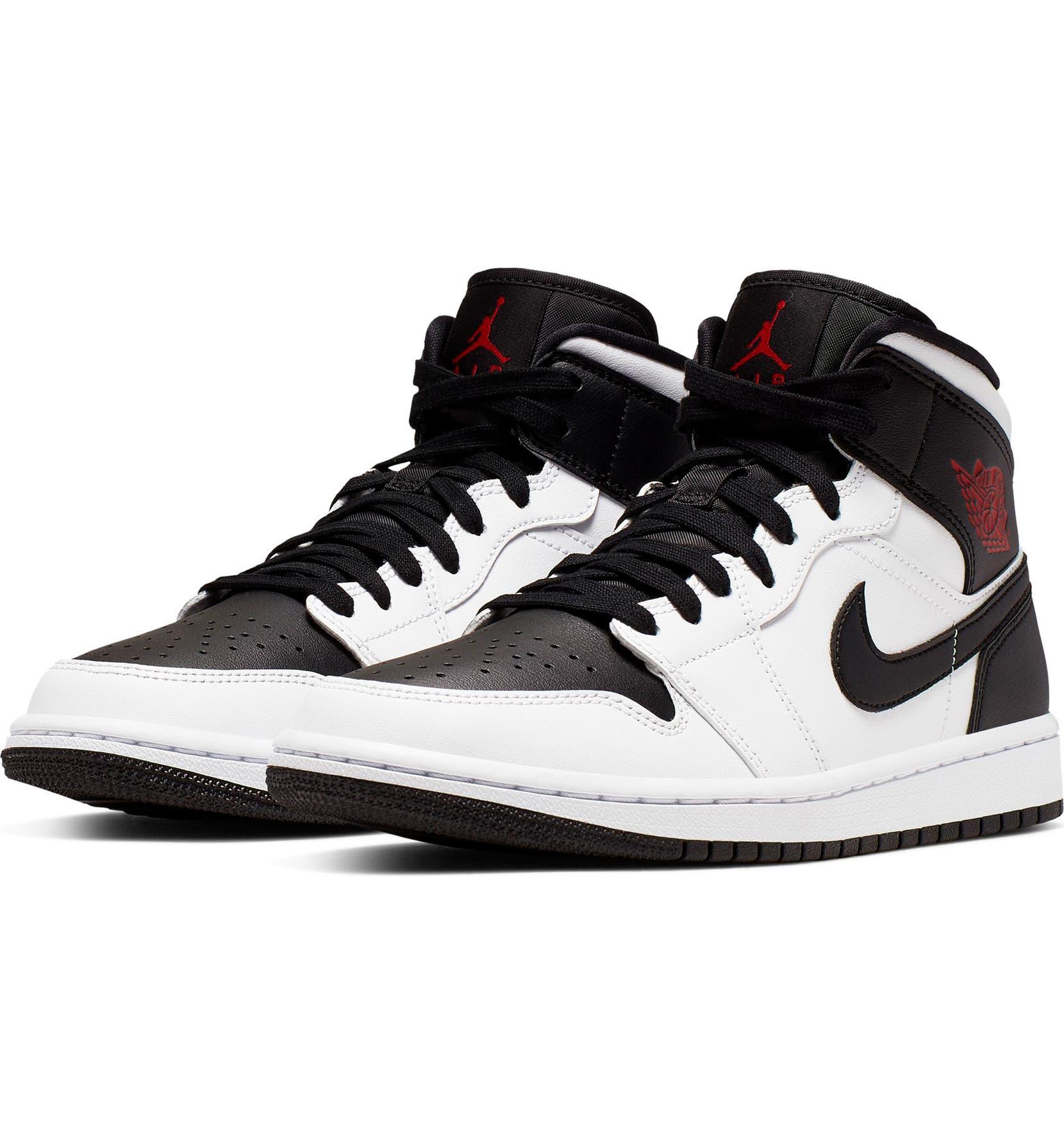 separation shoes 895df 5c4a7 Nike Air Jordan 1 Mid Sneaker