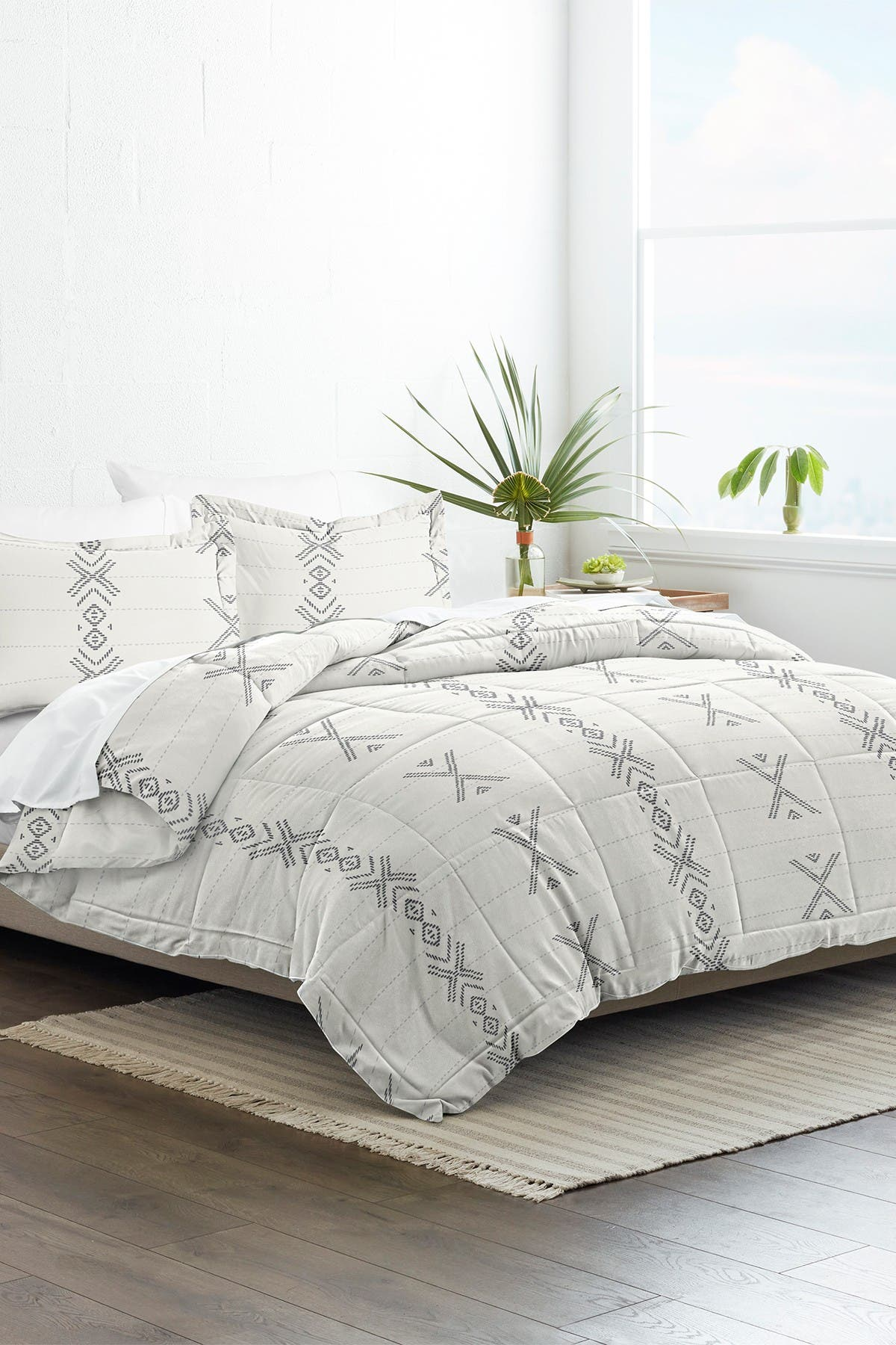 Image of IENJOY HOME Home Collection Premium Down Alternative Urban Stitch Patterned Full/Queen Comforter 3-Piece Set - Gray