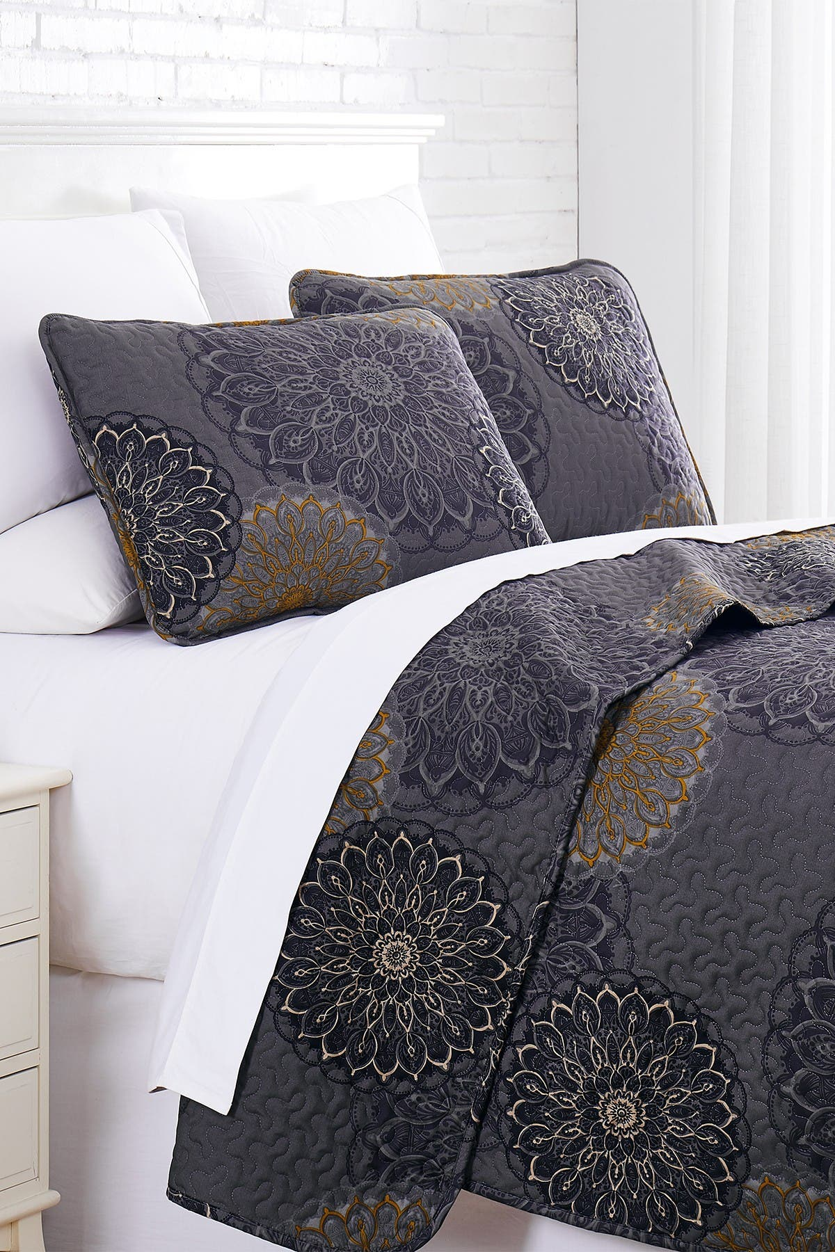 Image of SOUTHSHORE FINE LINENS Premium Collection Oversized Quilt 3-Piece Set - Full/Queen