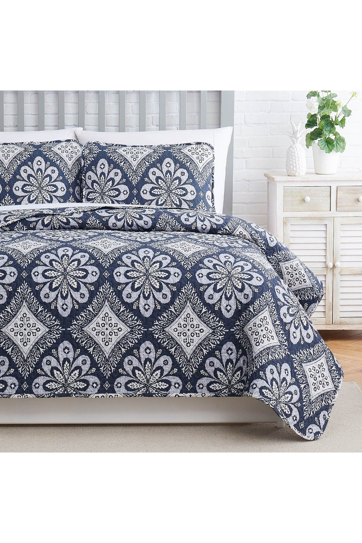 Image of SOUTHSHORE FINE LINENS Tranquility Oversized Quilt Cover Set - Silver Grey - Full/Queen