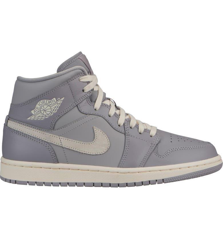 official photos 6cb73 74c7d Air Jordan 1 Mid Sneaker