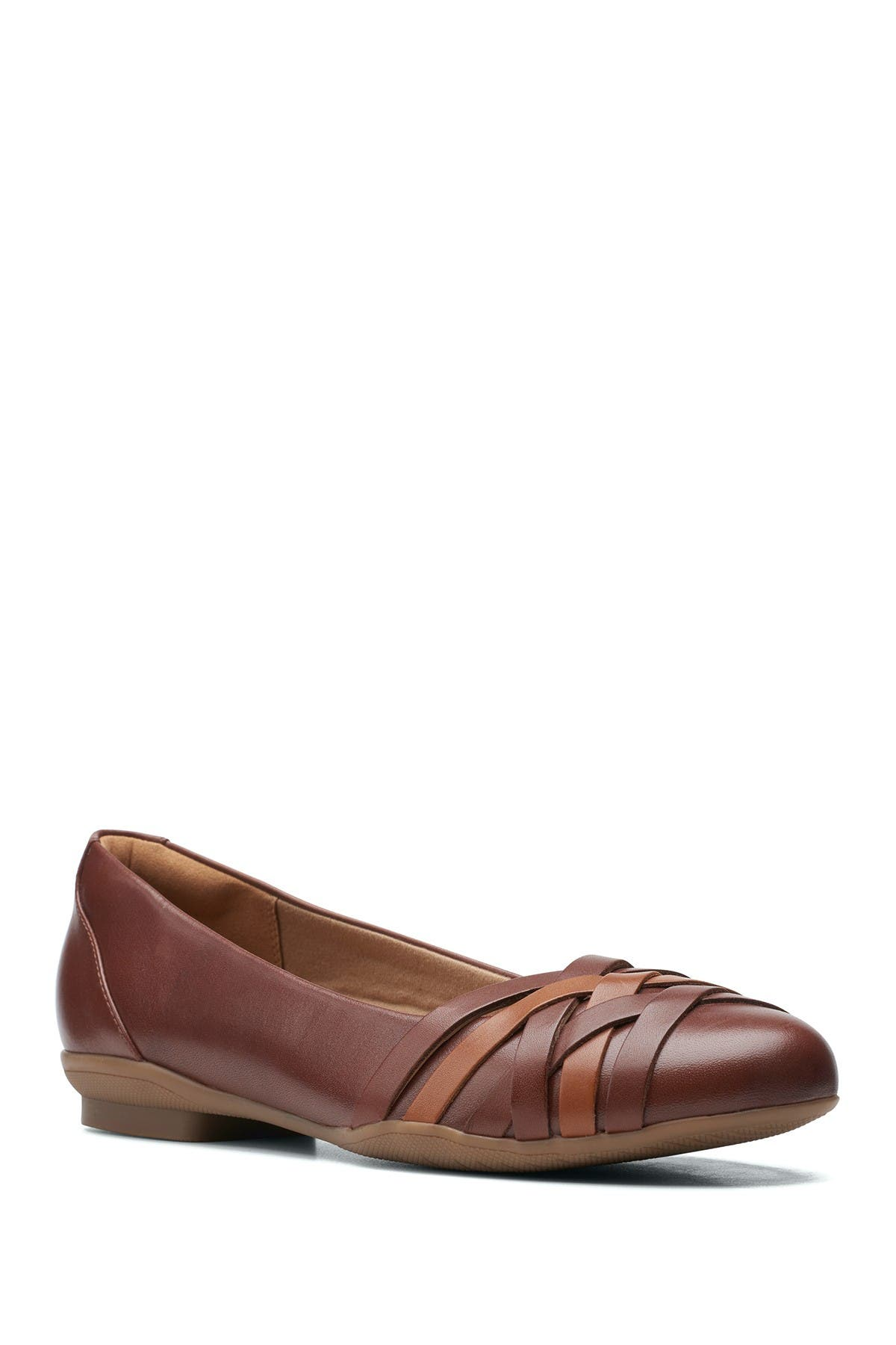 Clarks Slippers SARA CLOVER LEATHER STRAPPY FLAT