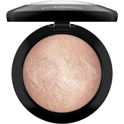 MAC Mineralize Skinfinish Powder Highlighter - Soft & Gentle