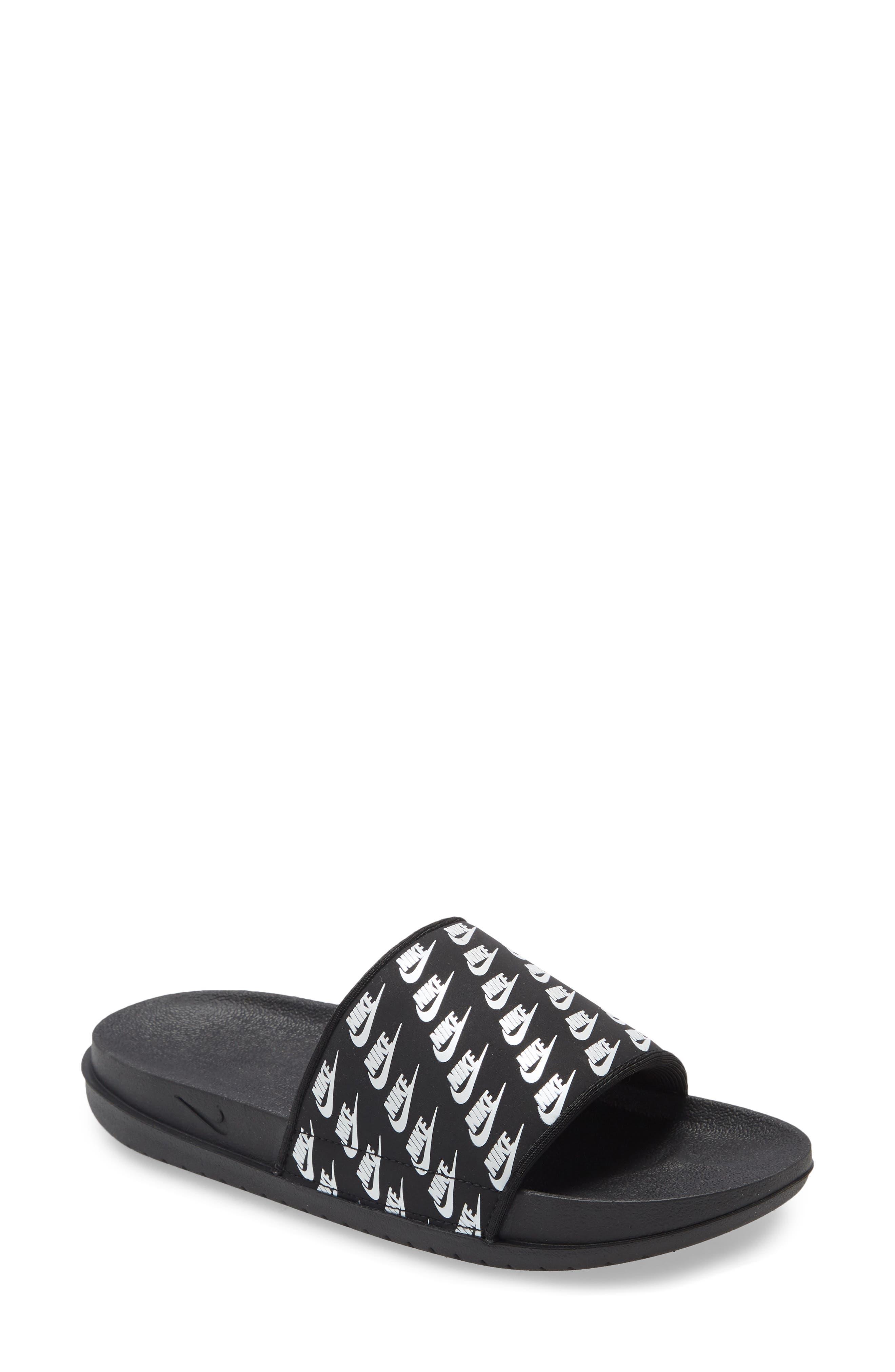 womens size 12 nike flip flops