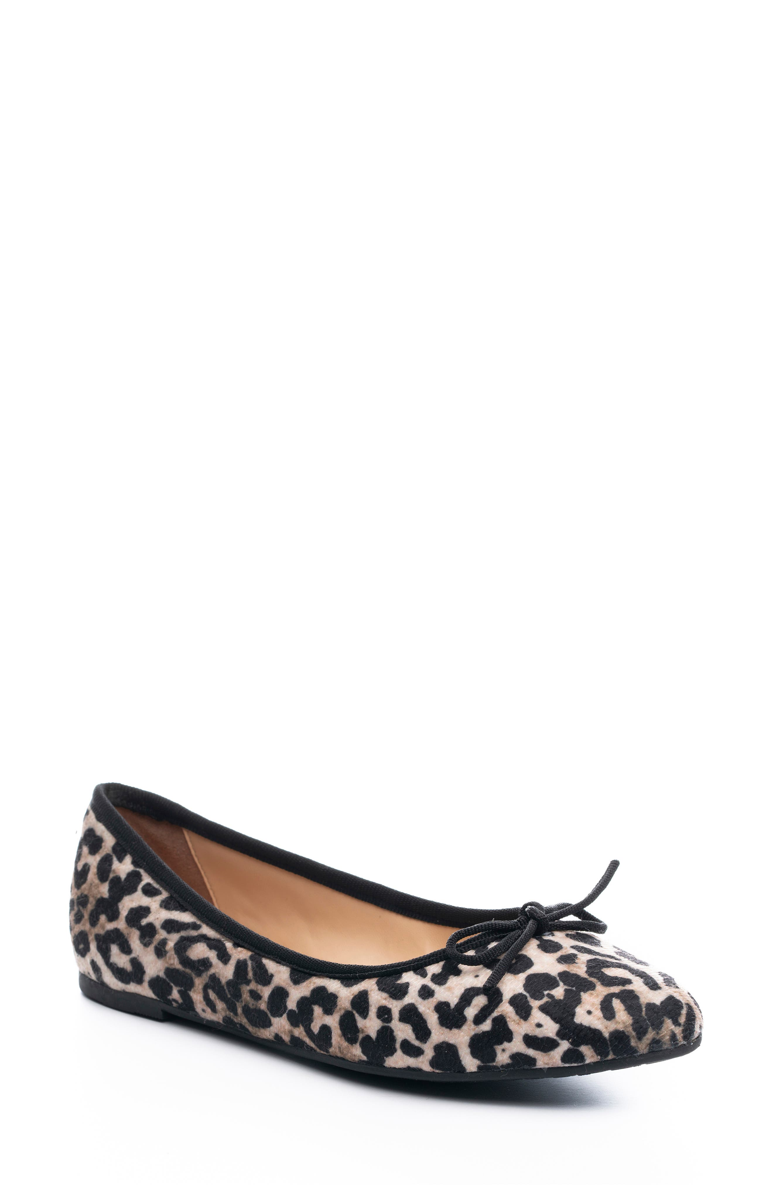 Cheery Houndstooth Flat