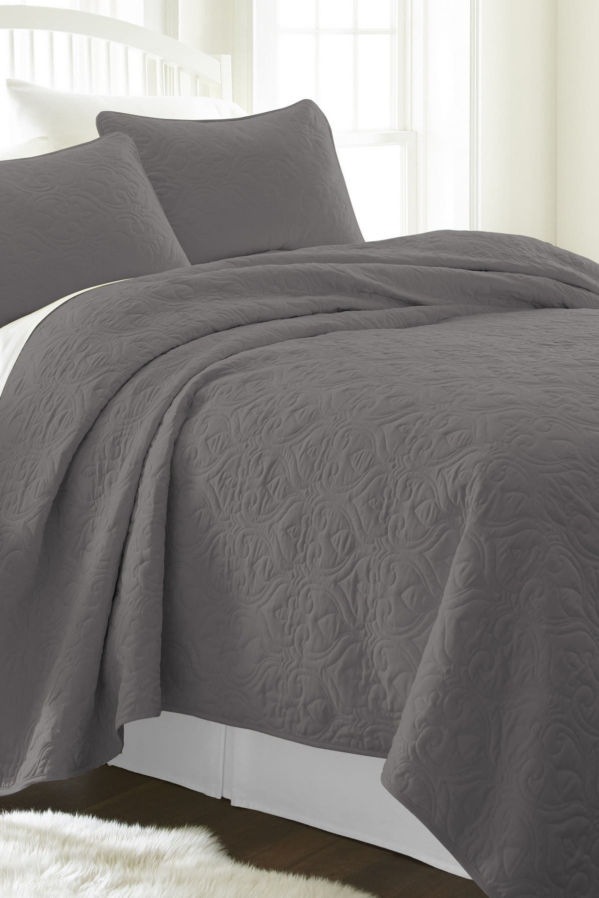 Image of IENJOY HOME Home Spun Premium Ultra Soft Damask Pattern Quilted Full/Queen Coverlet Set - Gray