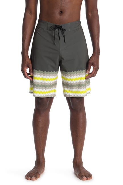 "Image of Oakley Zig-Zag 21"" Board Shorts"