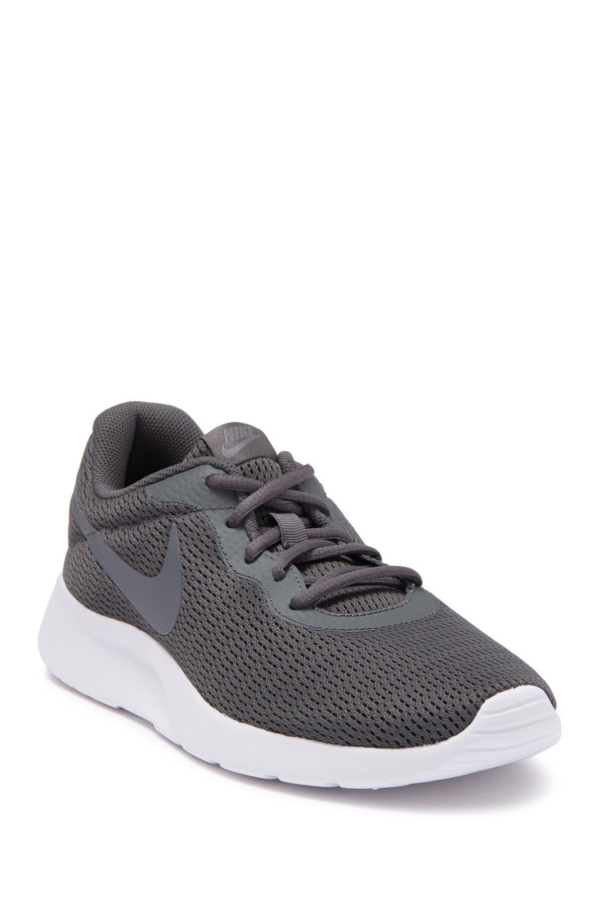 nike tanjun athletic shoes