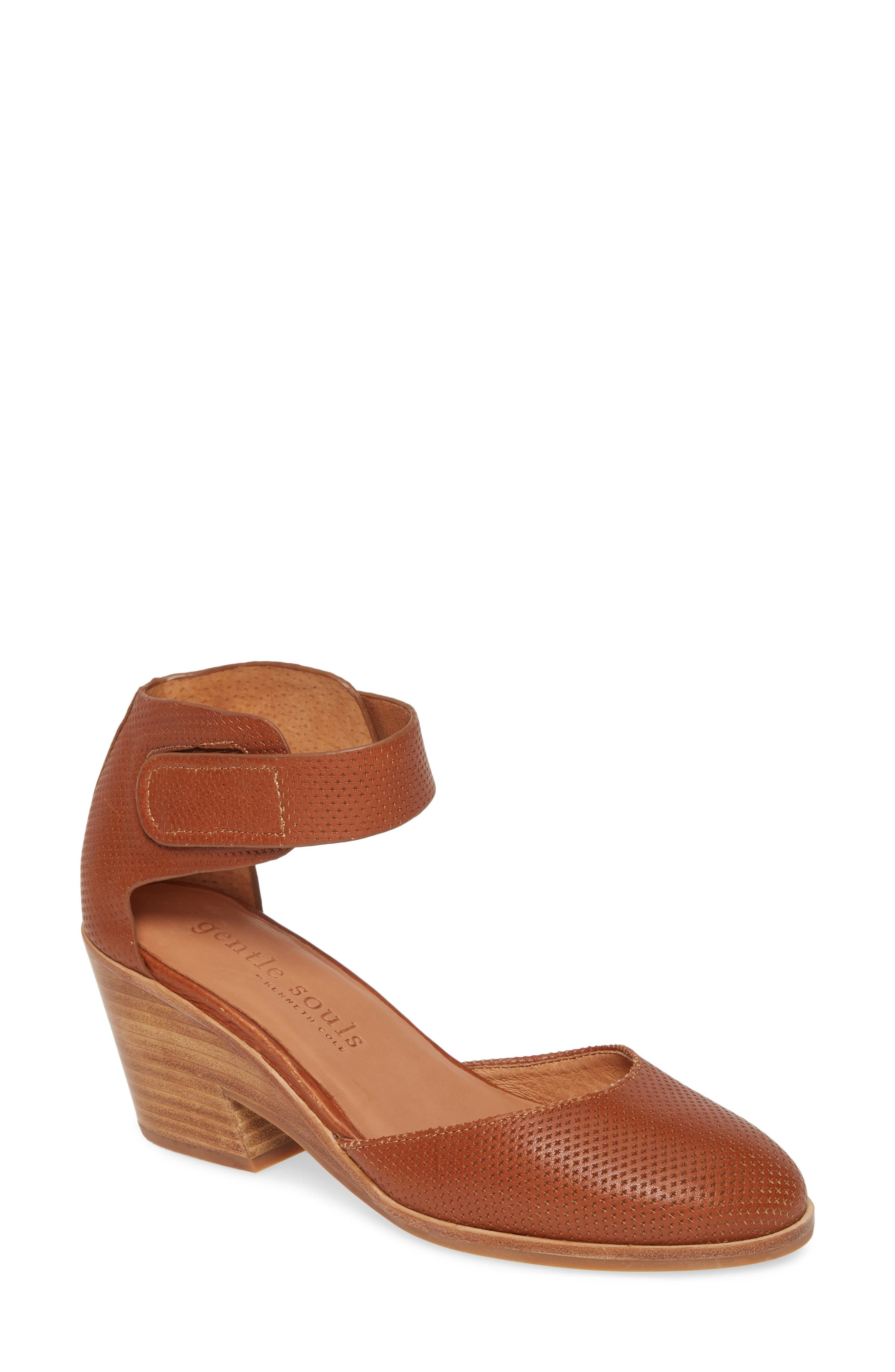 Gentle Souls By Kenneth Cole Blaise 2 Pump, Brown