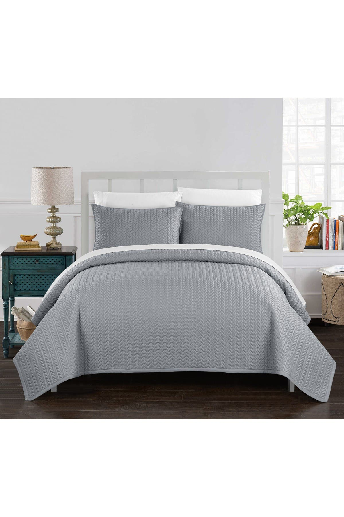 Image of Chic Home Bedding Queen Platt Geometric Chevron Quilt Set - Silver
